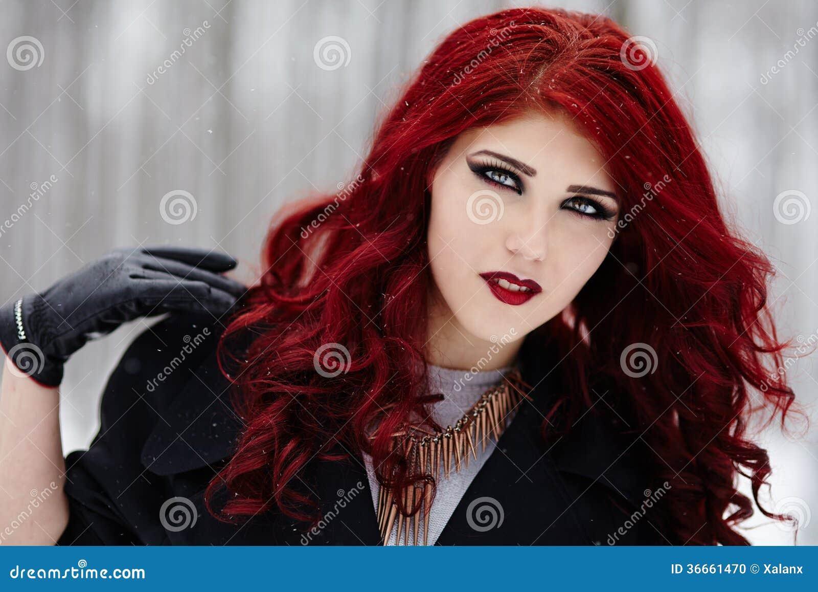 Femme Rousse Gothique Photo Stock Image Du Fond Oeil 36661470