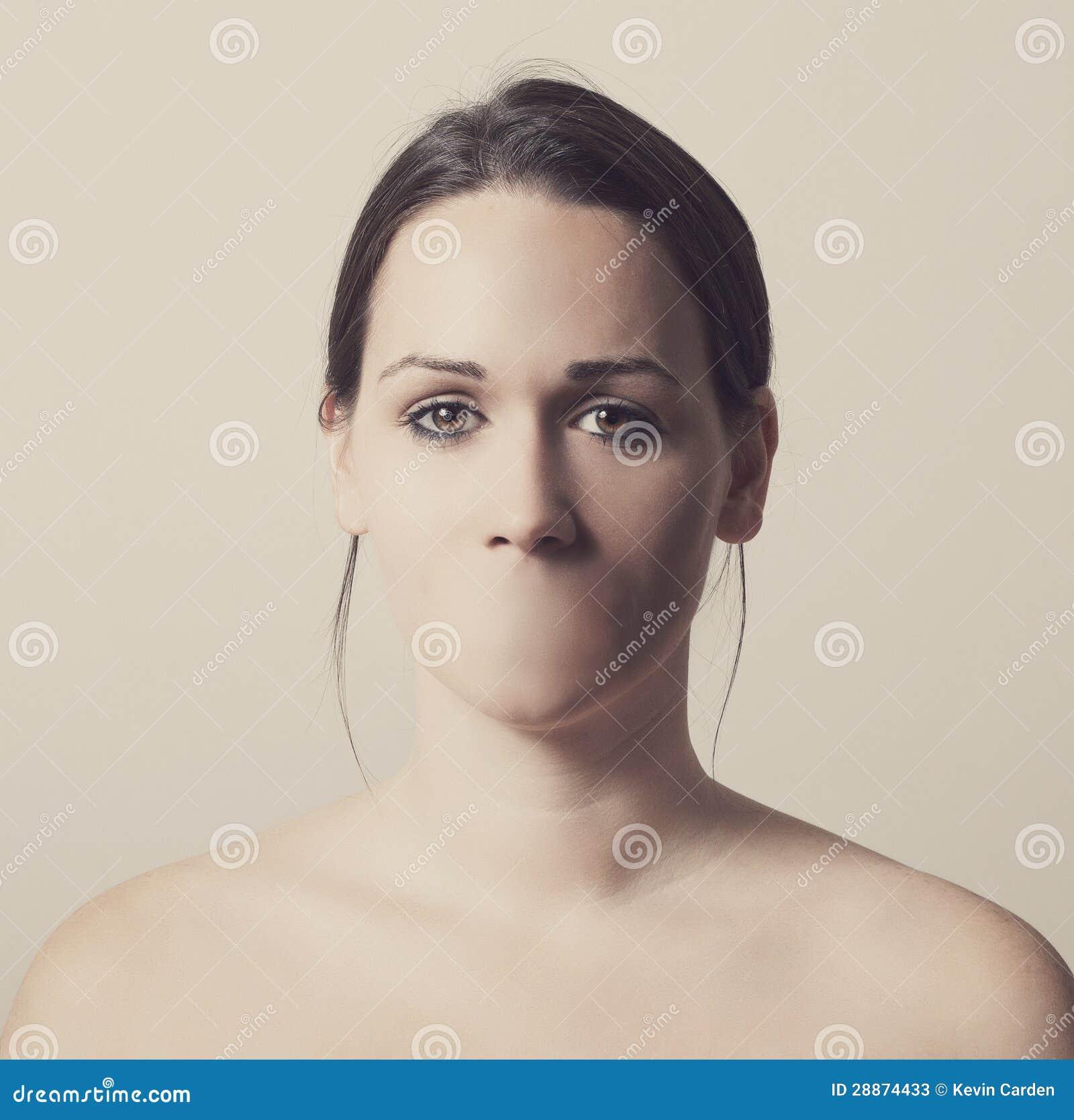 Femme sans bouche photos stock image 28874433 - La femme a la bouche fendue ...