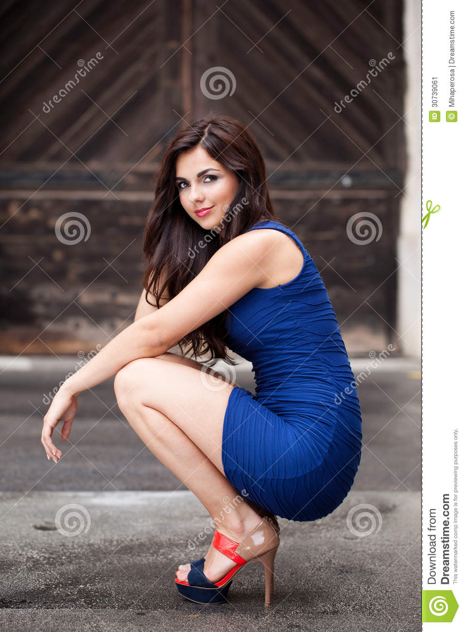 bayan mod single mature ladies Meet thousands of single mature women in al farwaniyah with mingle2's free personal ads and chat rooms  meet mature women in bayan meet mature women in kuwait.