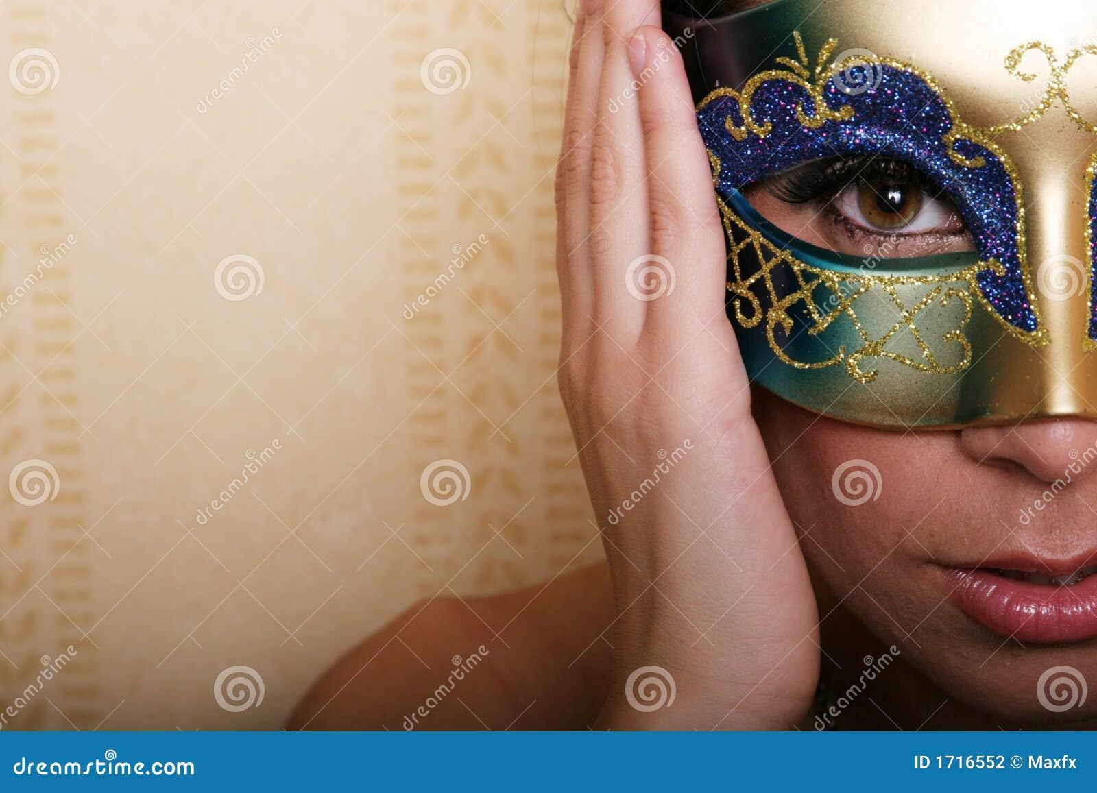 Femme sexy dans le masque