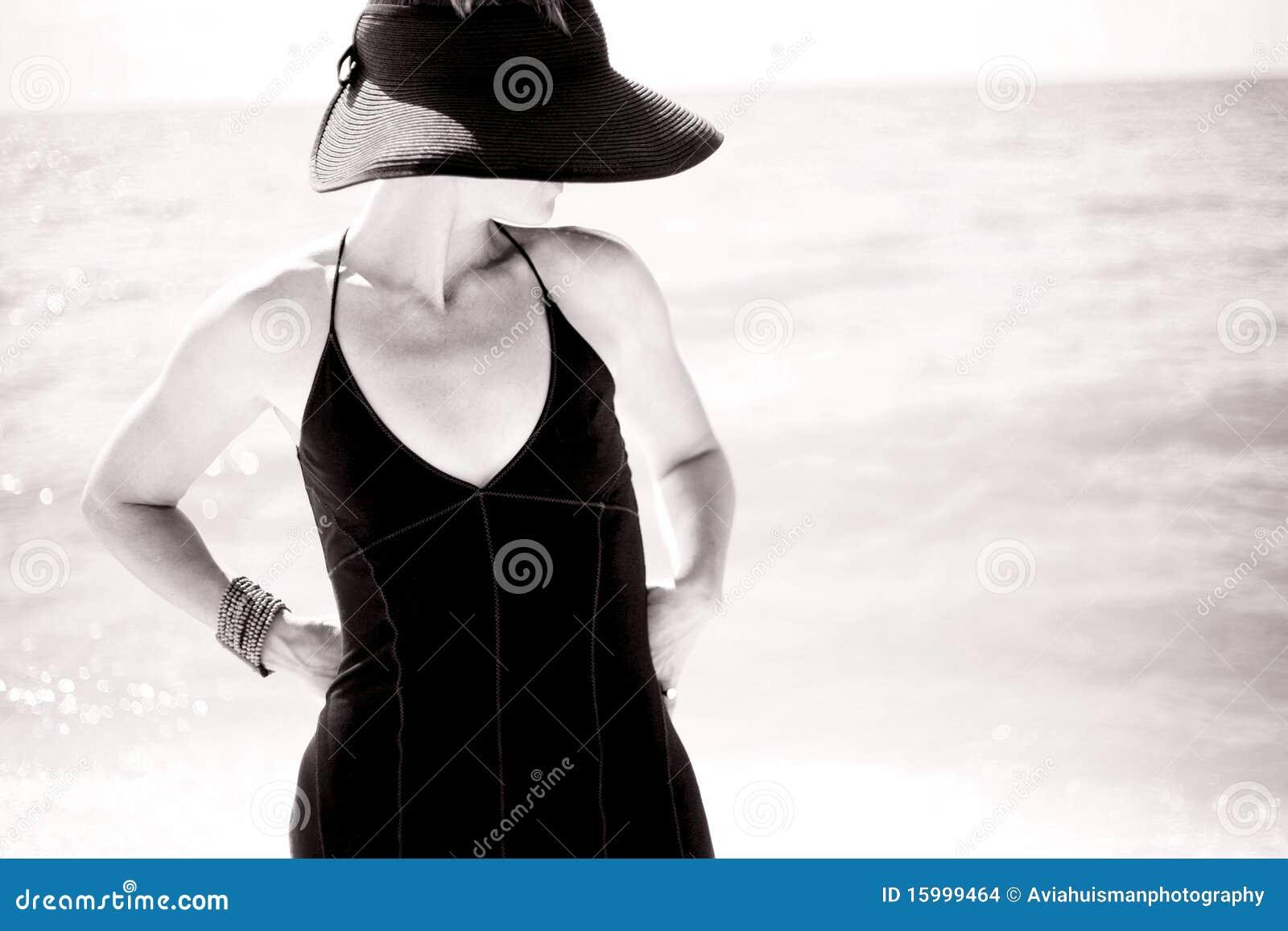 Jeune Femme Pulpeuse Nue