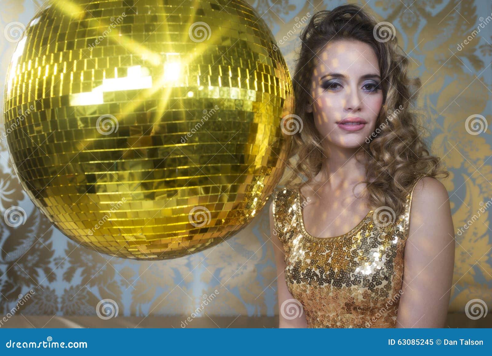 Download Femme Sexy Renversante De Tête De Discoball Image stock - Image du luxe, fascinant: 63085245