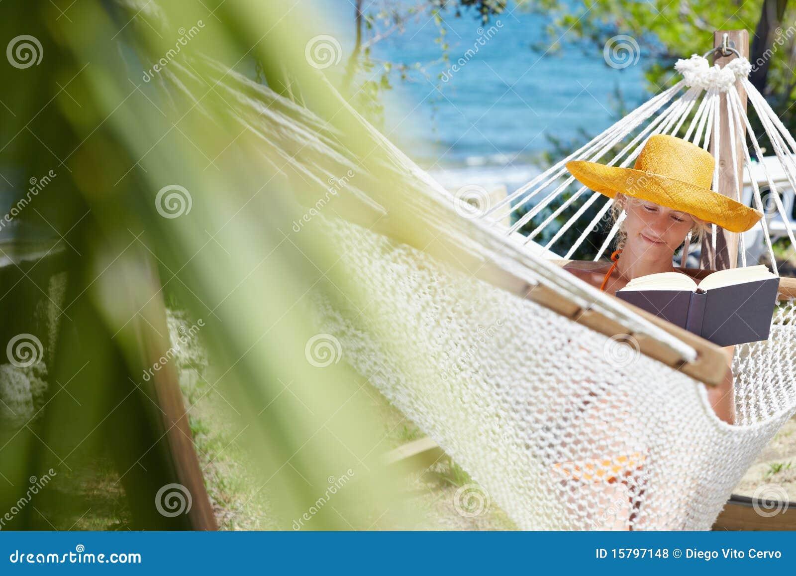 Femme sur l hamac