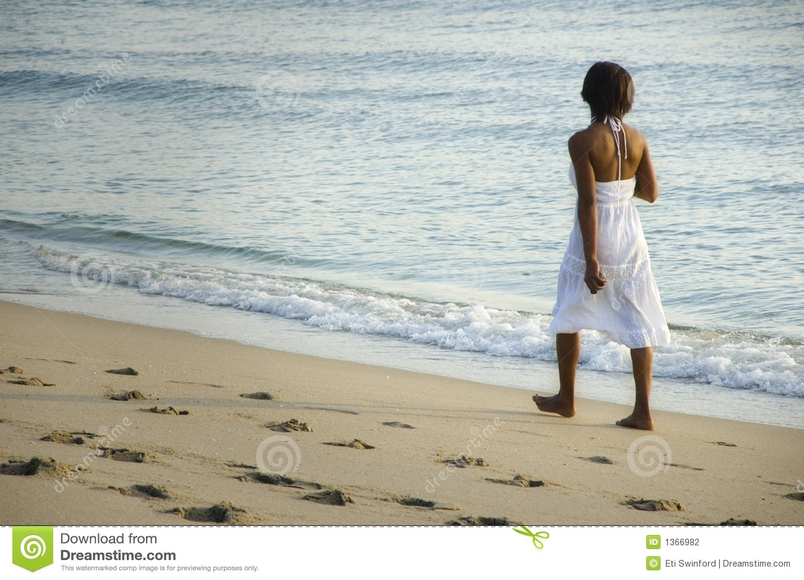 Femme sur la plage.