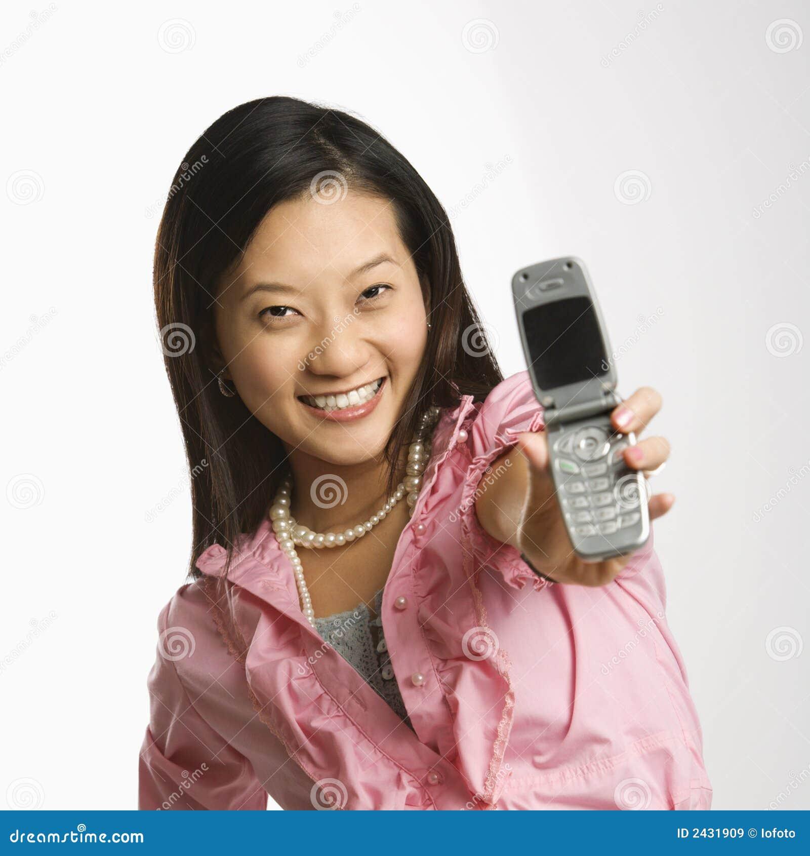 Femme sur le téléphone portable.