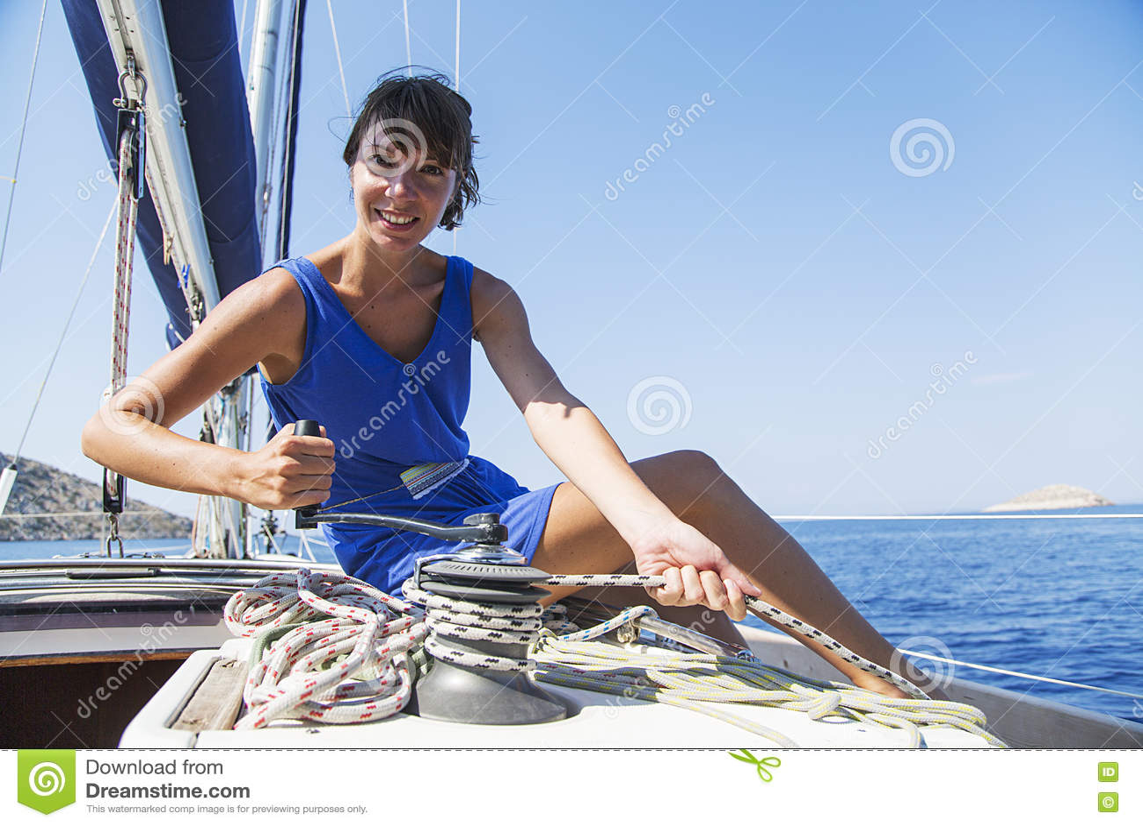 Femme sur le voilier