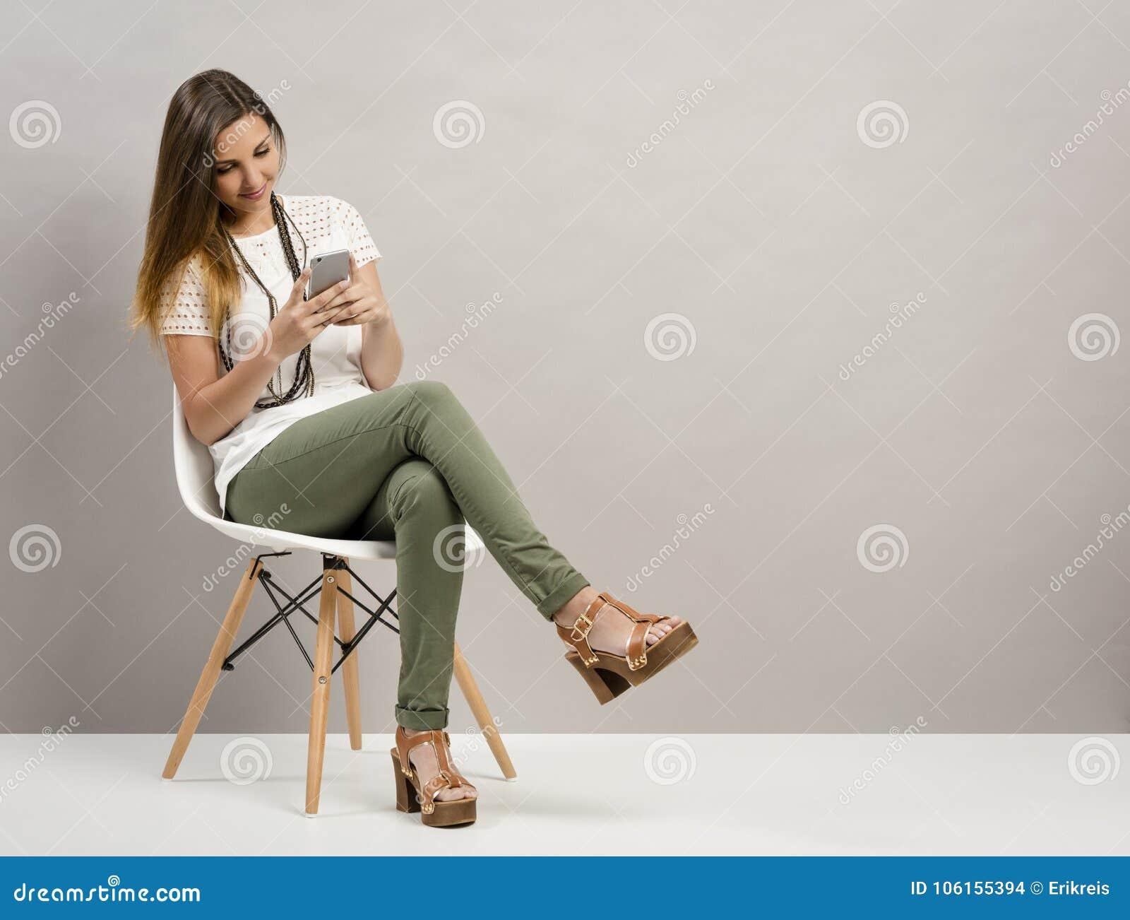 Femme texting