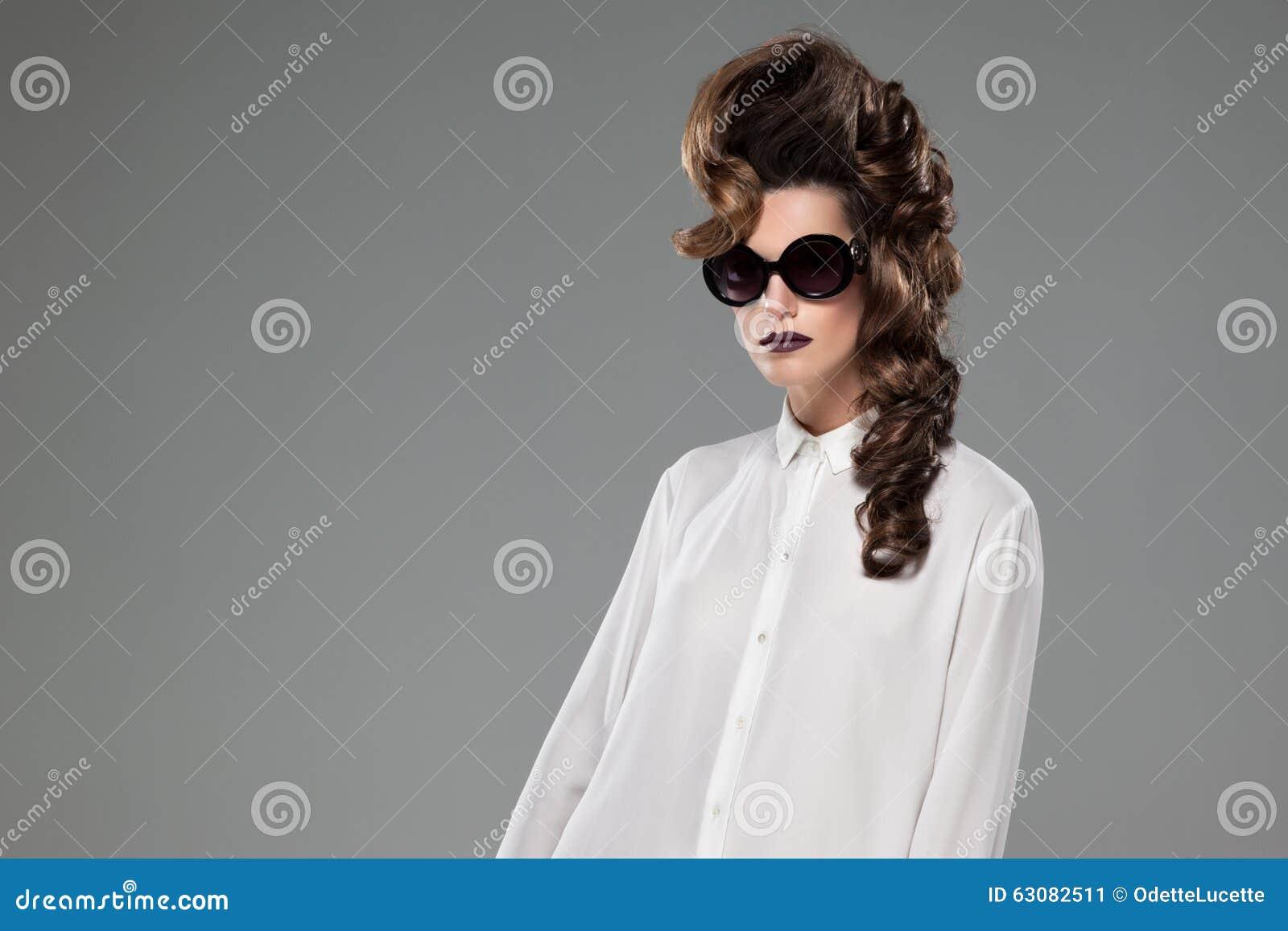 Download Femmes image stock. Image du gris, luxe, brun, blanc - 63082511