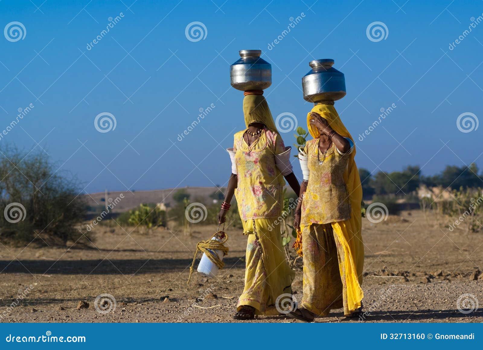 Femmes portant l eau au Ràjasthàn
