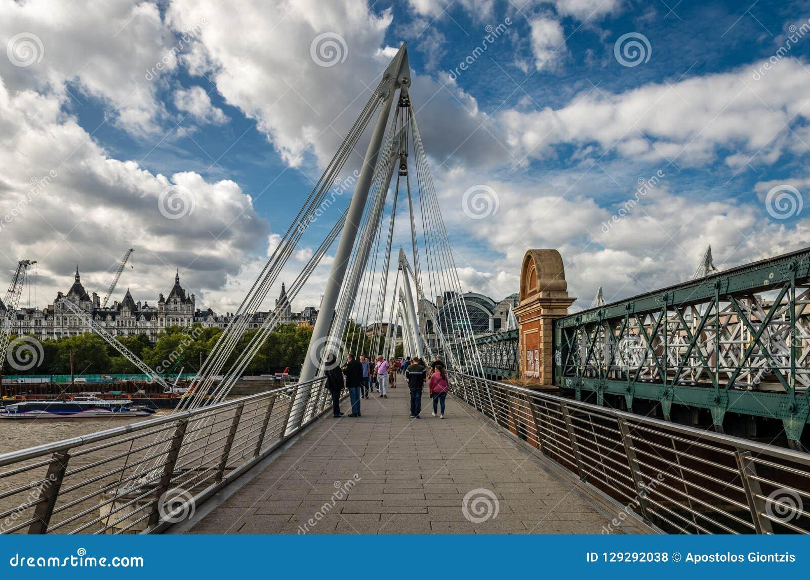 Femtioårsjubileumbroarna i London