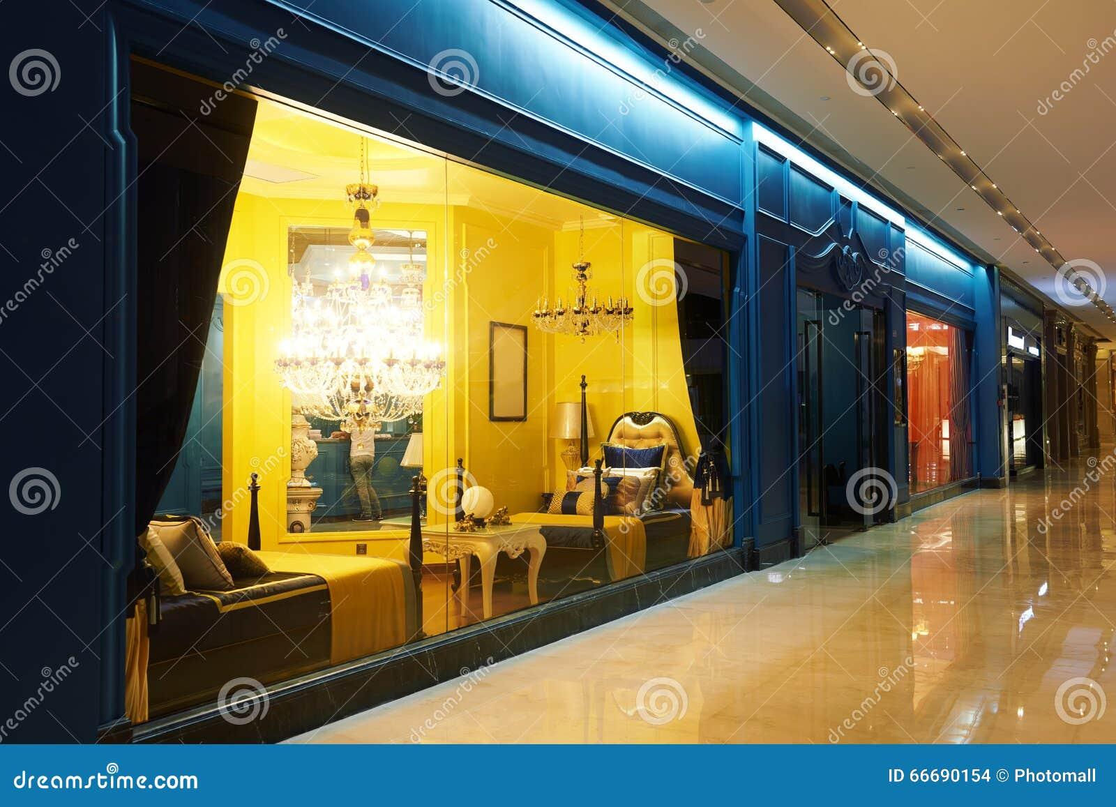 Fen Tre De Luxe De Boutique De Meubles D 39 Clairage Photo