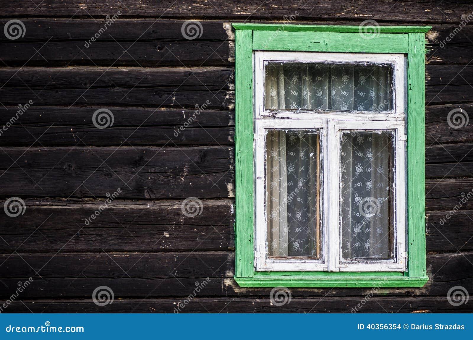 Fenêtre En Bois De Cadre Peinte Par Vert Rustique Photo Stock