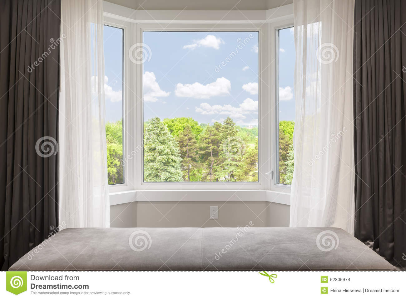 Fen tre en saillie avec la vue d 39 t photo stock image for Fenetre bay window