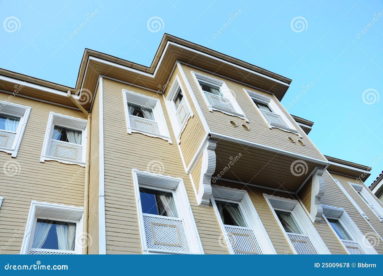 fen tre en saillie d 39 une maison en bois photos libres de droits image 25009678. Black Bedroom Furniture Sets. Home Design Ideas