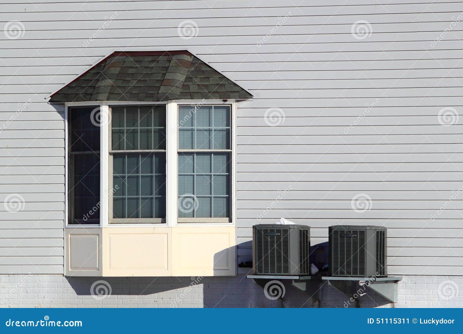 fen tre en saillie de chambre photo stock image 51115311. Black Bedroom Furniture Sets. Home Design Ideas
