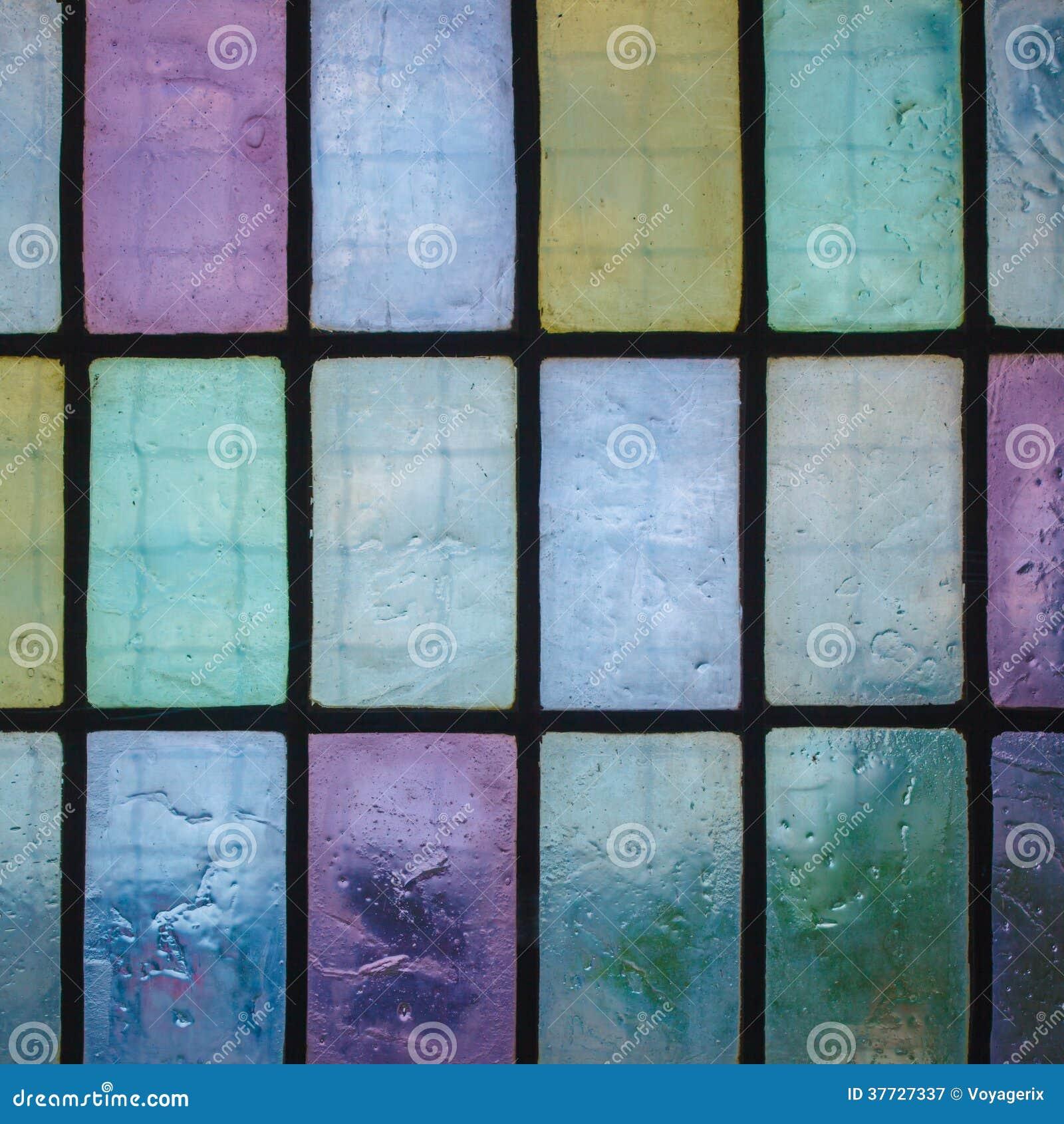 Fen tre en verre teint color e avec le ton r gulier de for Fenetre en verre