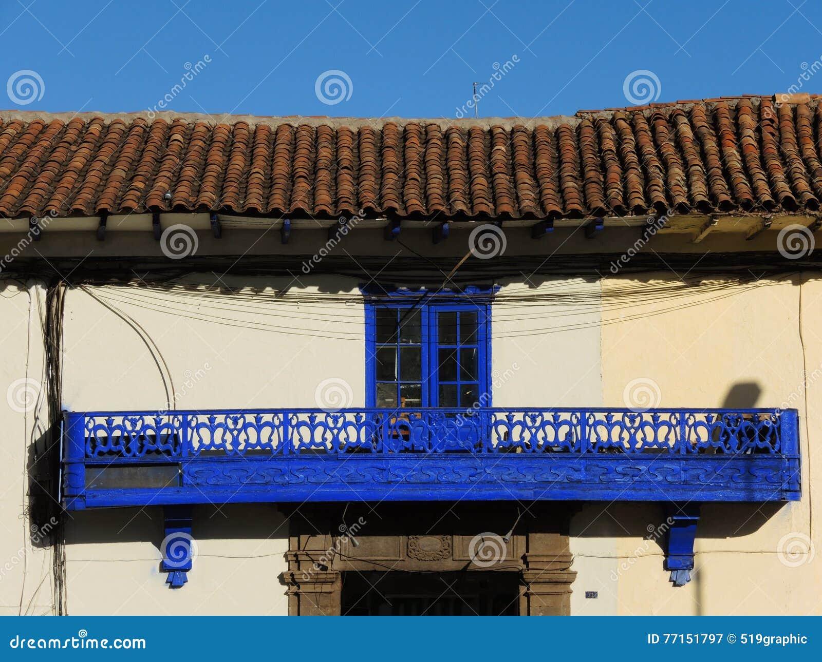 Fenêtre et balcon coloniaux