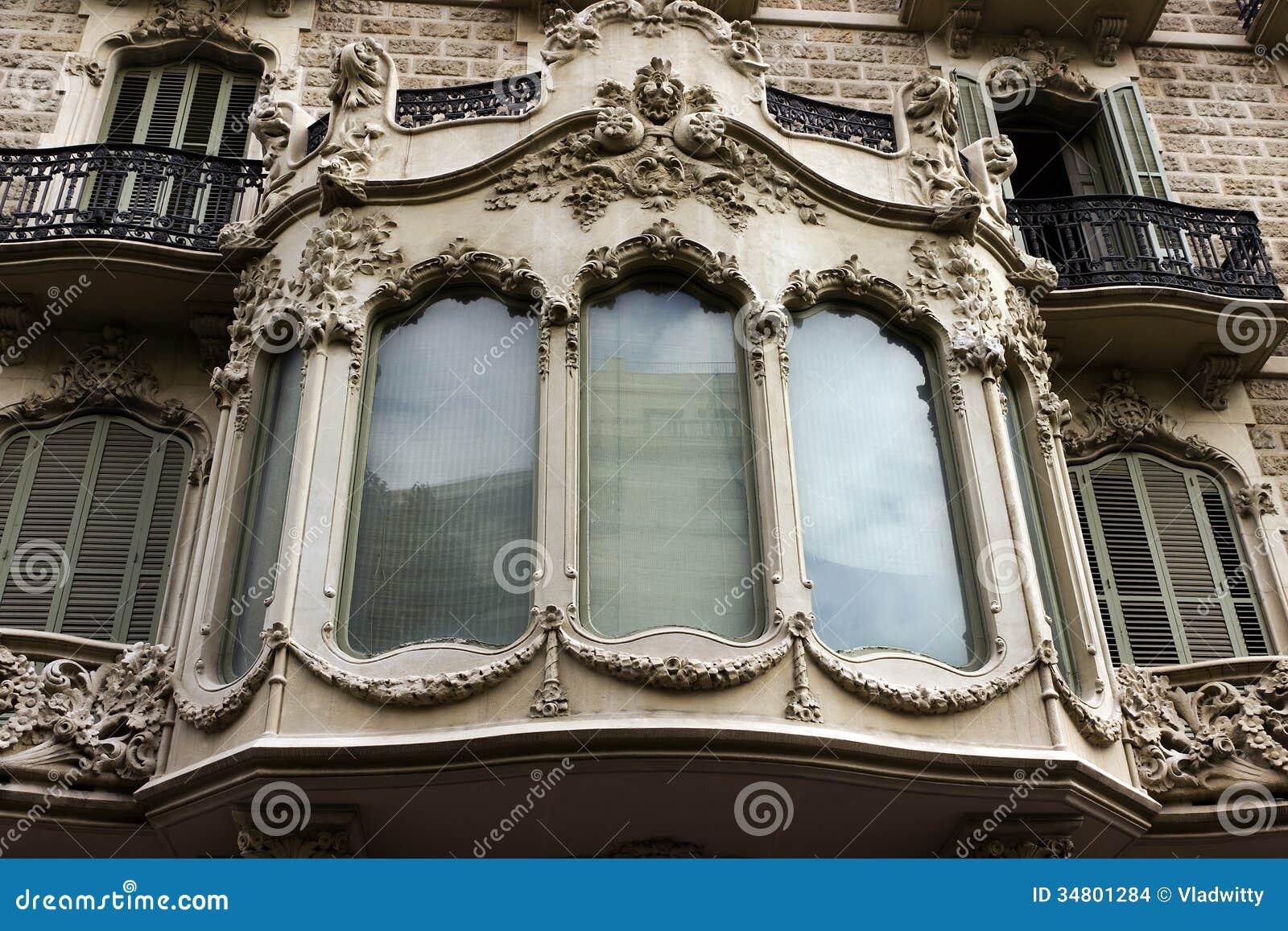 fen tre et balcon de maison de fa ade images stock image 34801284. Black Bedroom Furniture Sets. Home Design Ideas