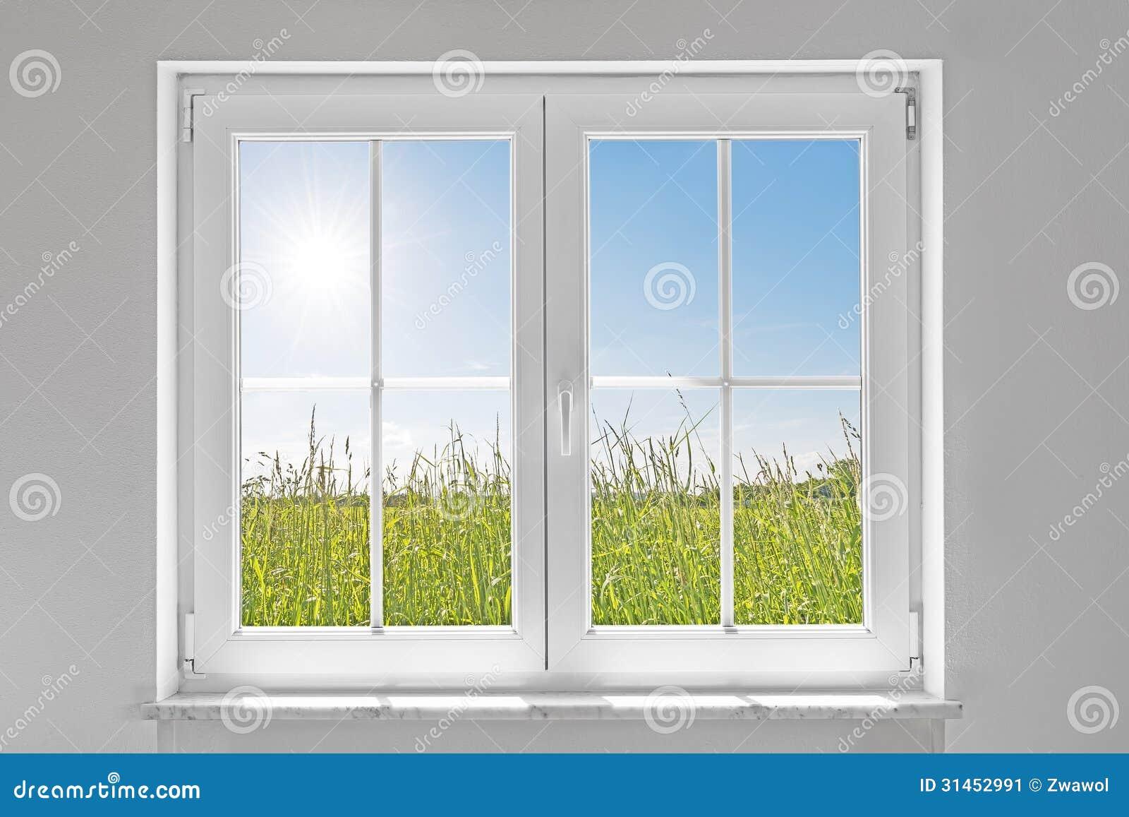 Fen tre ferm e blanche avec le soleil image stock image for Fenetre blanche