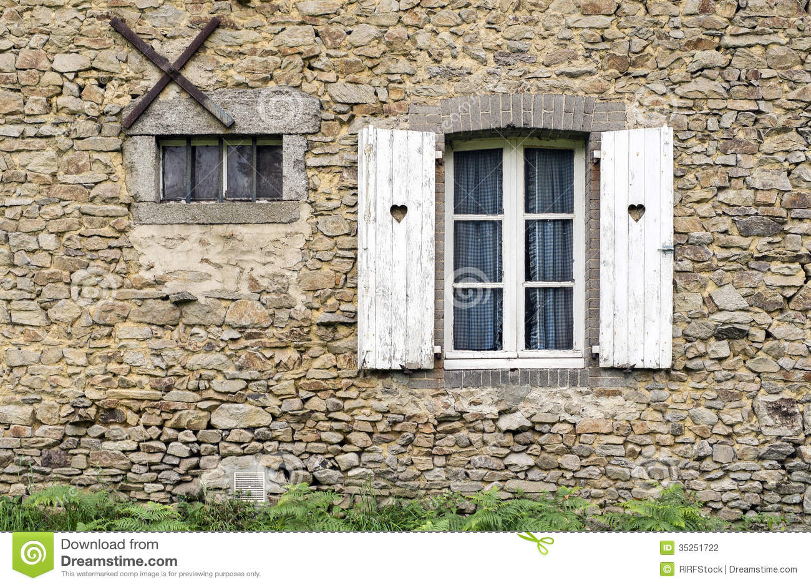 Fen tre fran aise de ferme photographie stock image for Fenetre francaise