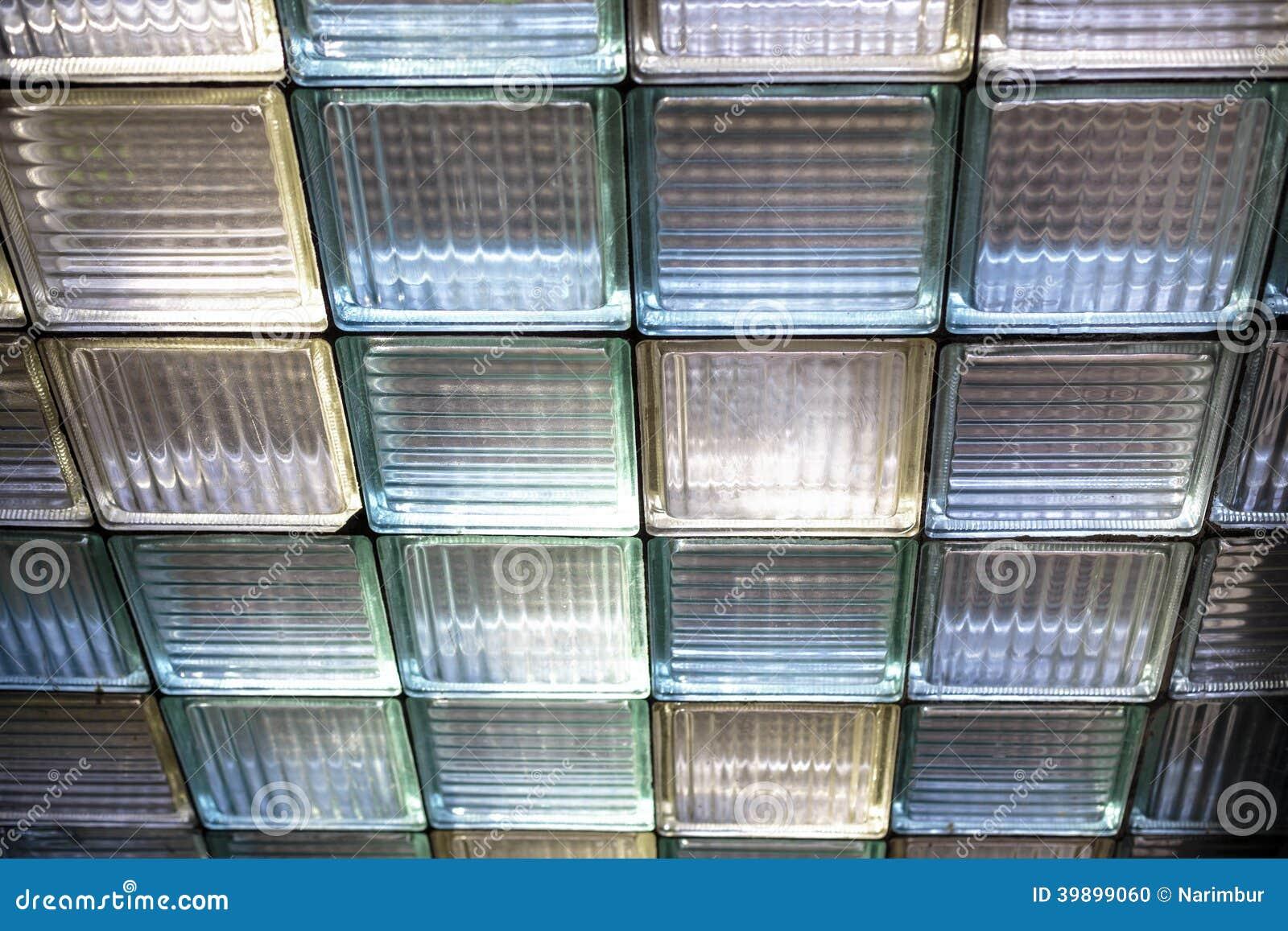 Fen tre jaune et bleue de brique en verre photo stock - Fenetre brique de verre ...