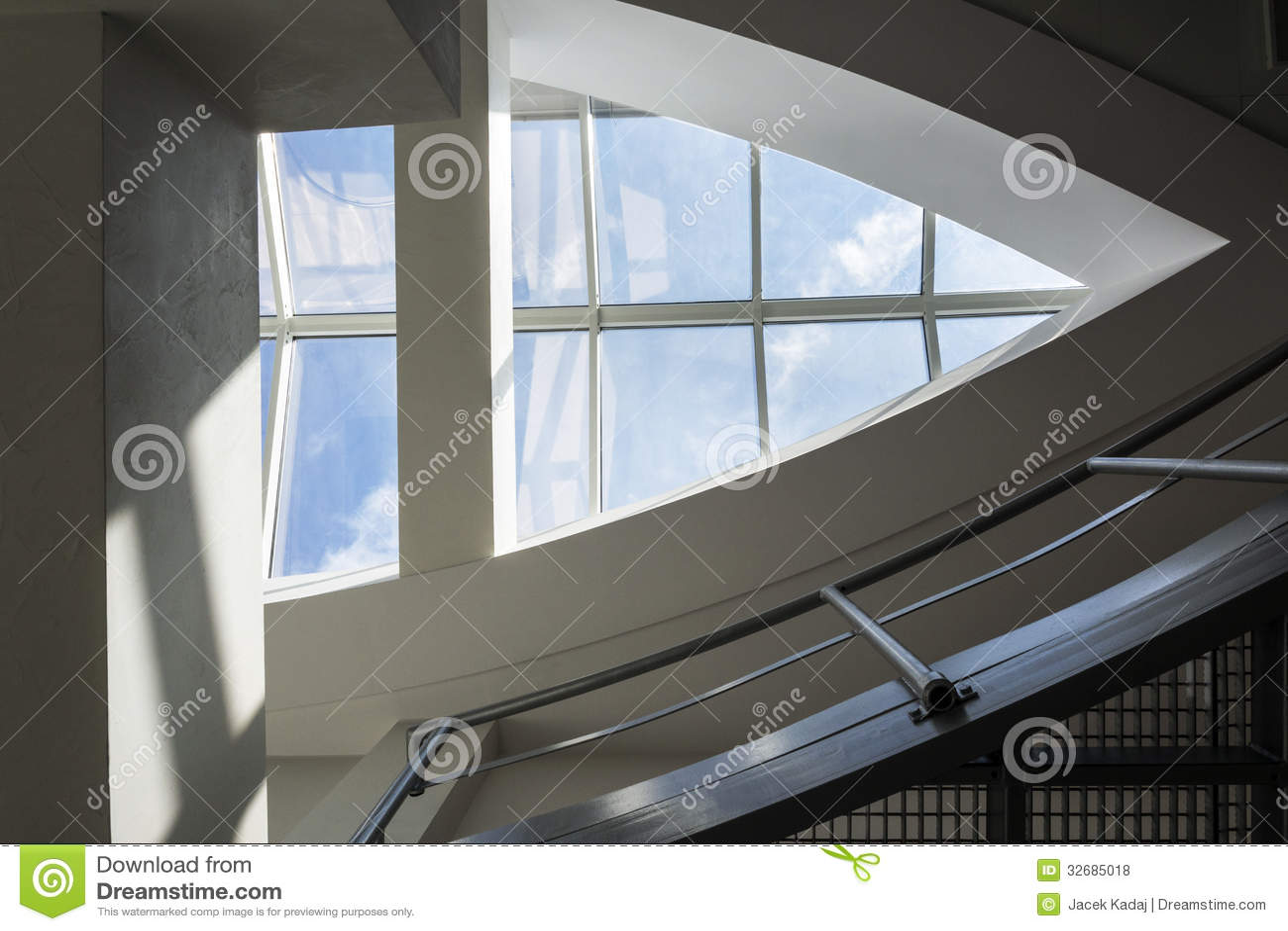 Fen tre moderne et contemporaine de toit photos libres de for Fenetre contemporaine