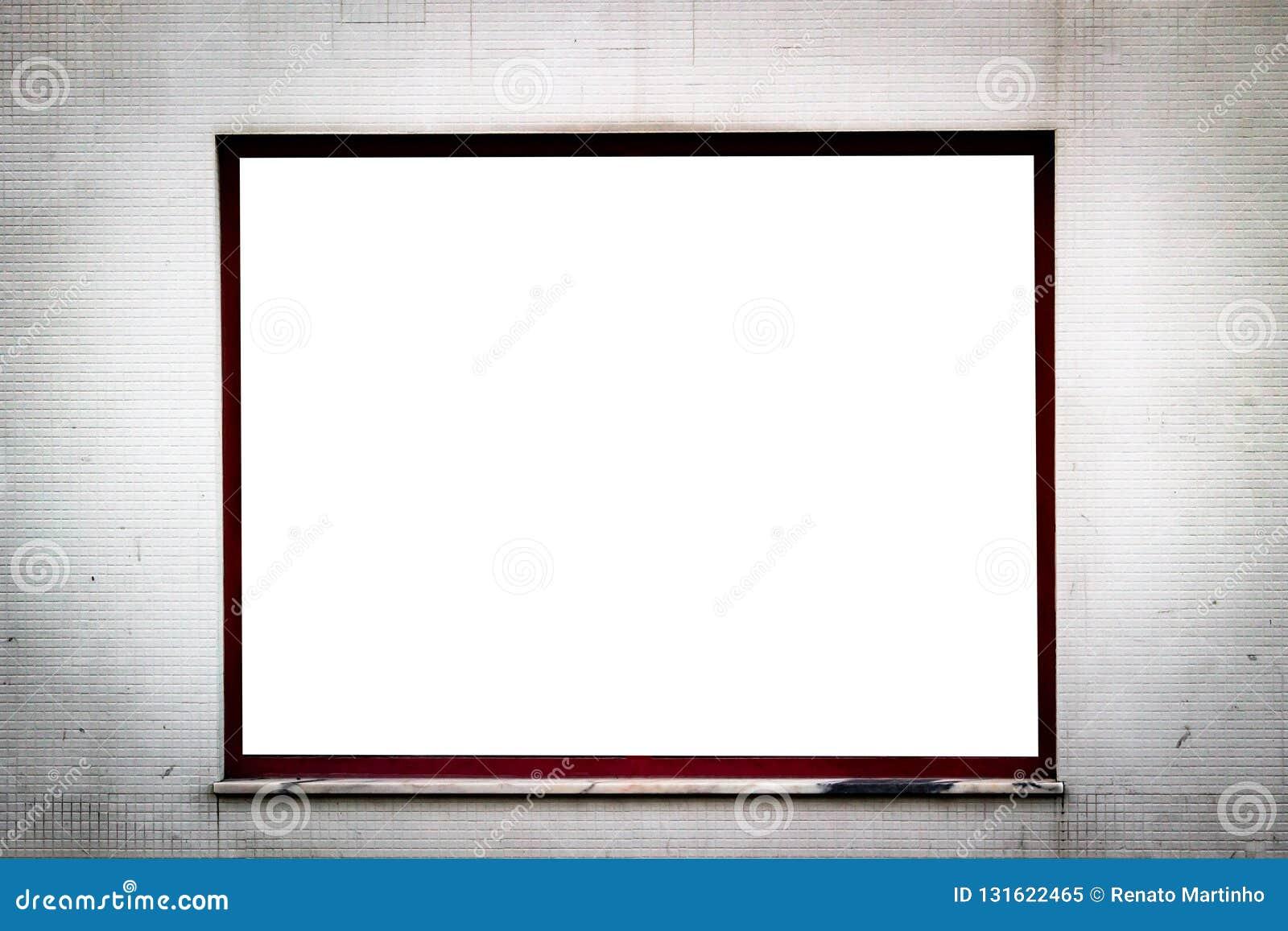 Fenster-Anzeigen-Modell auf Rusty Tiled Wall Zwei Räume Kopieren Sie Platz