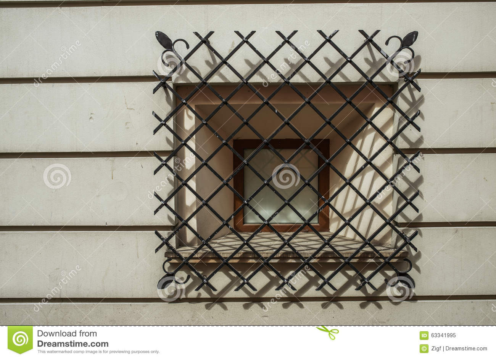 Fenster mit Schmiedeeisenstangen