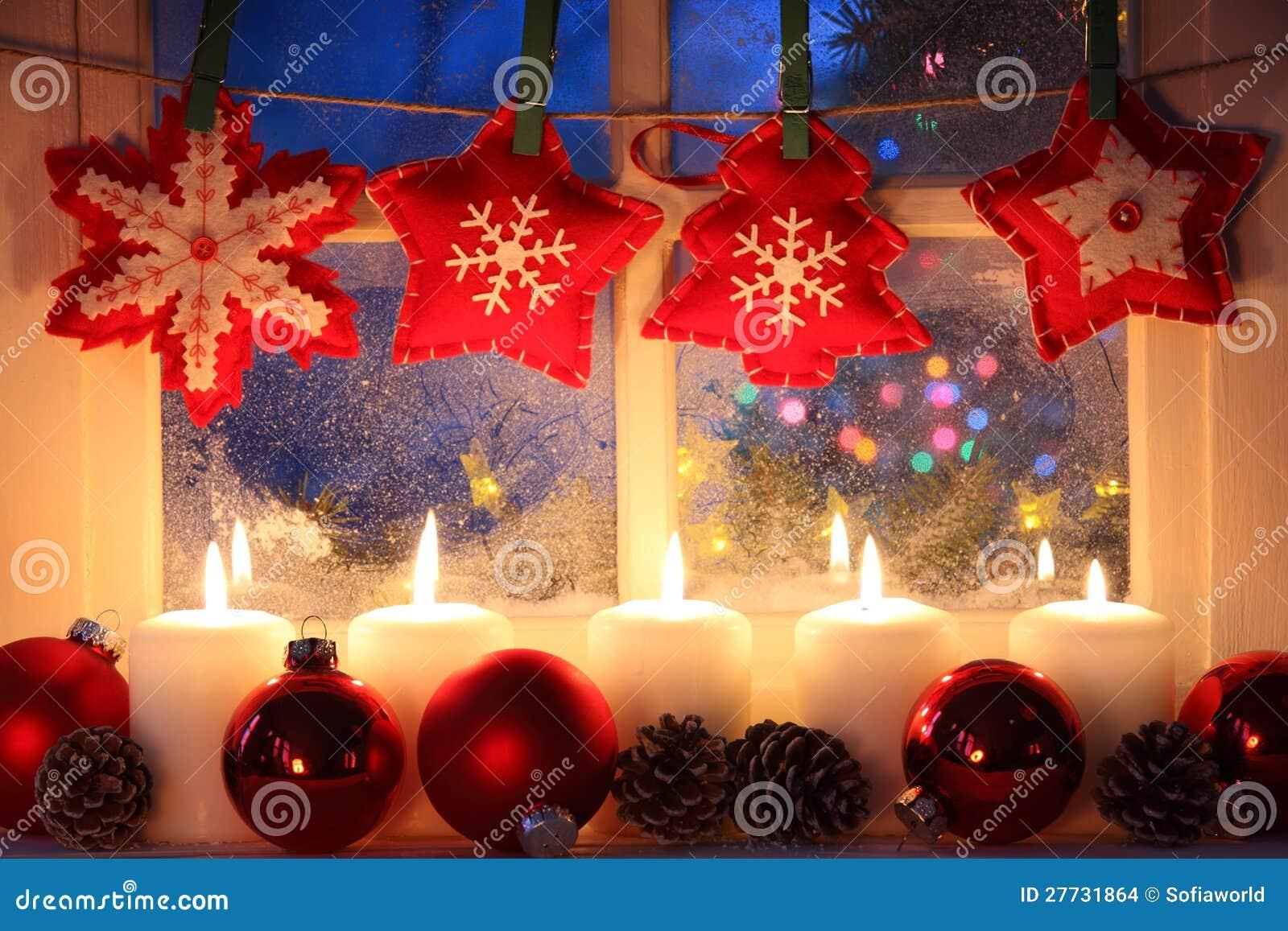 Fenster mit Weihnachtsdekoration