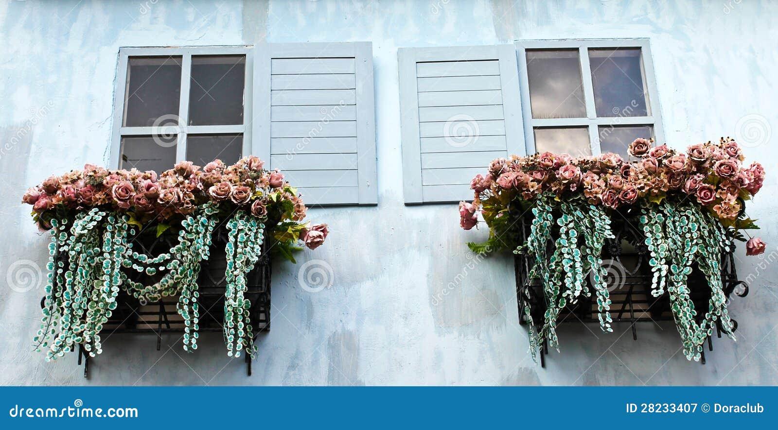 Fenster Und Blumenkasten Stockbild Bild Von Dorf Antike 28233407