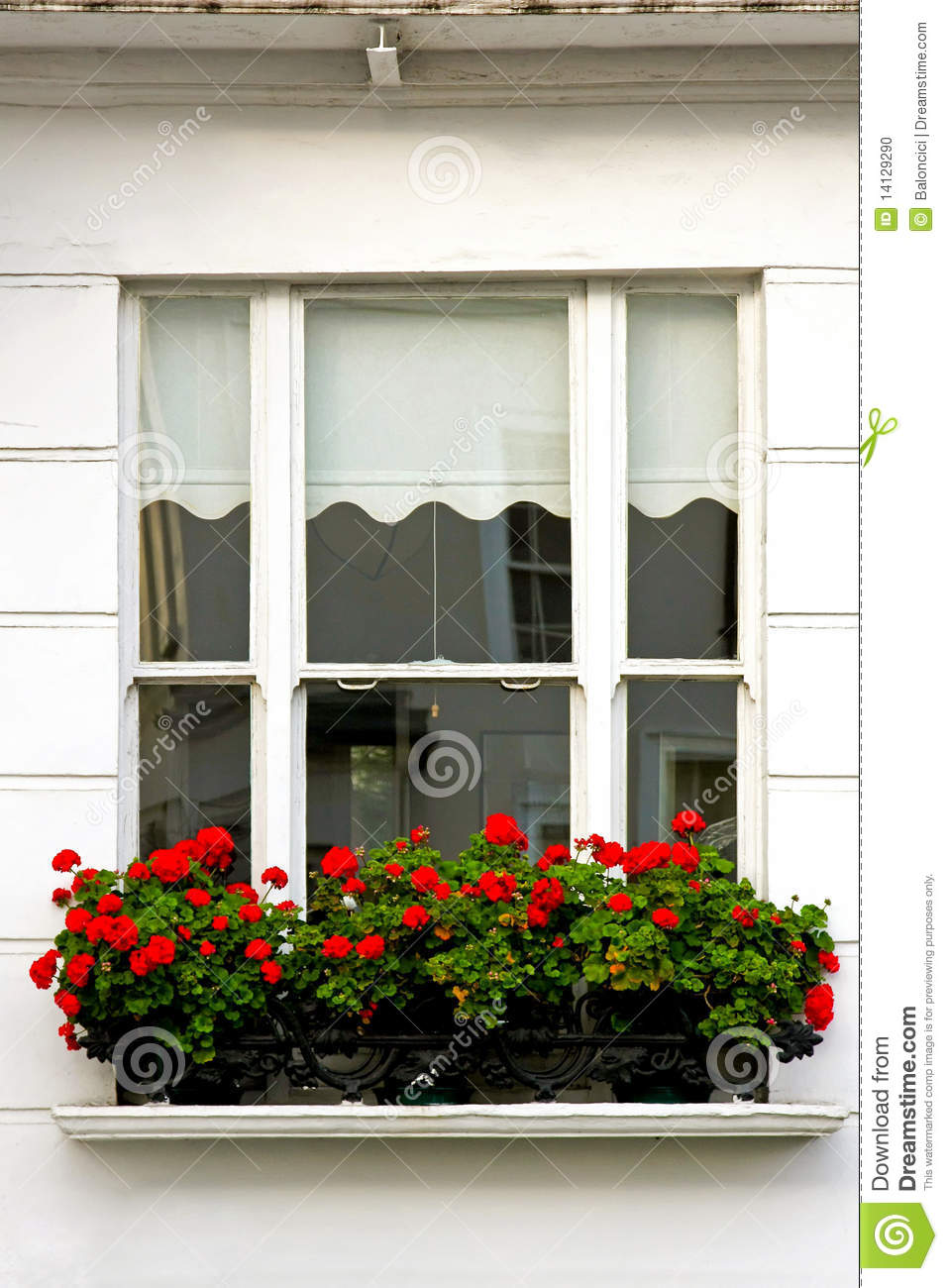 fensterblumen stockfoto bild von betriebe fassade fenster 14129290. Black Bedroom Furniture Sets. Home Design Ideas