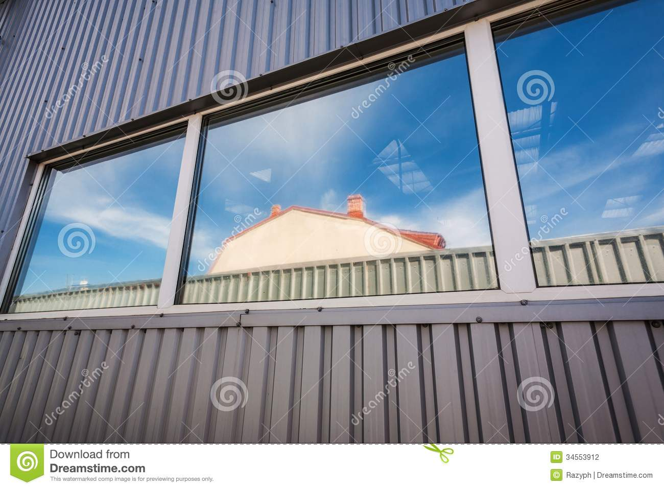 Fen tre industrielle de hall photographie stock image for Fenetre industrielle interieur