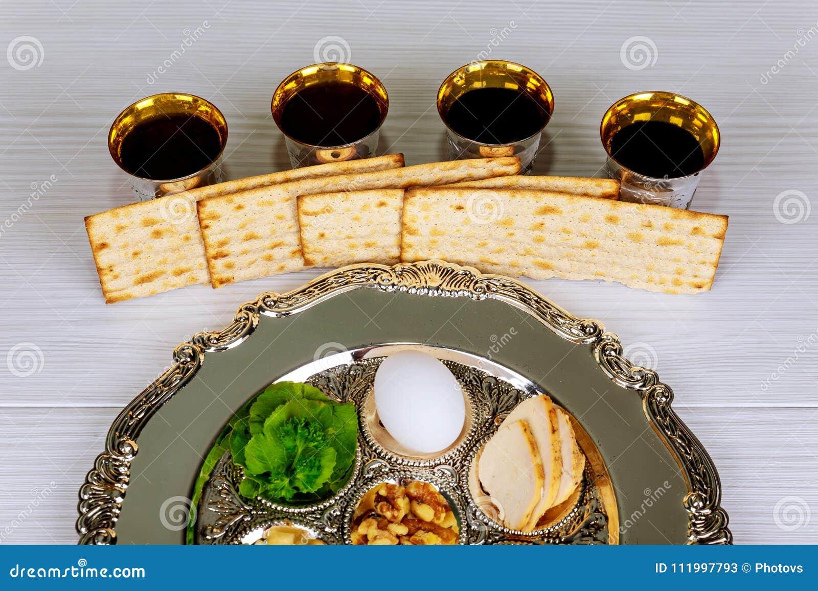 Ferie för Pesah berömpåskhögtid Traditionell pesahplattatext i hebré: Påskhögtid ägg,