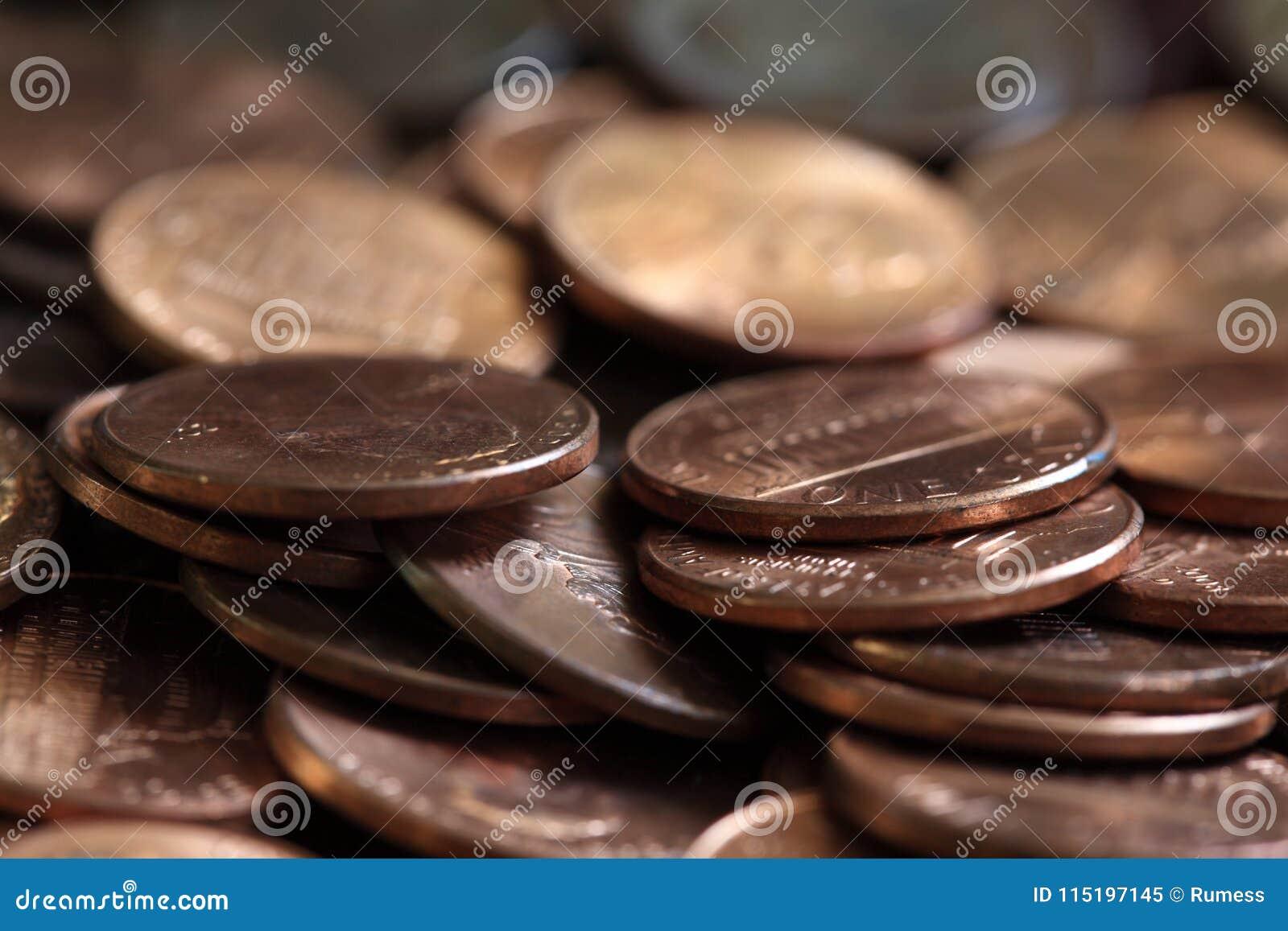 Fermez des USA une pile de pièces de monnaie de cent