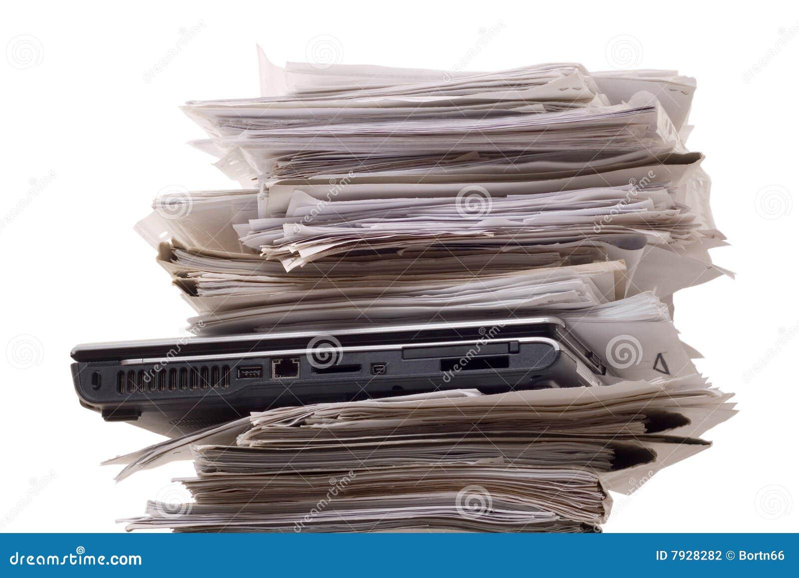 Fermez les ordinateurs portatifs de documentation vers le haut