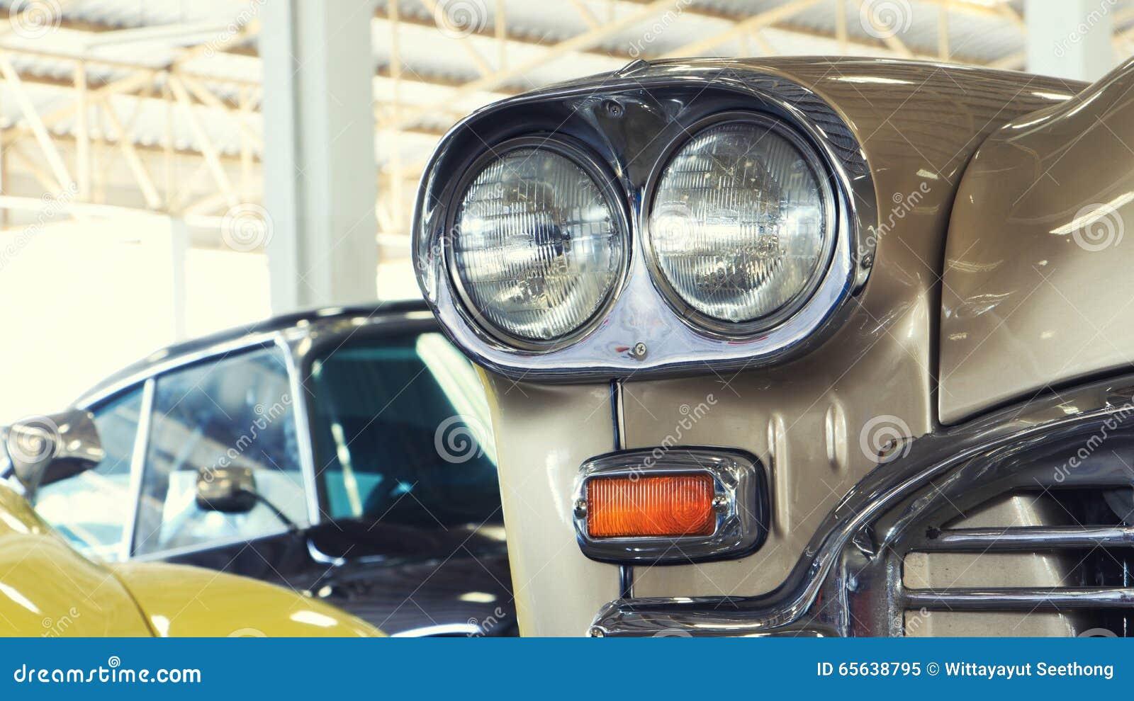 Fermez-vous de Front Light Details d une voiture de vintage d or