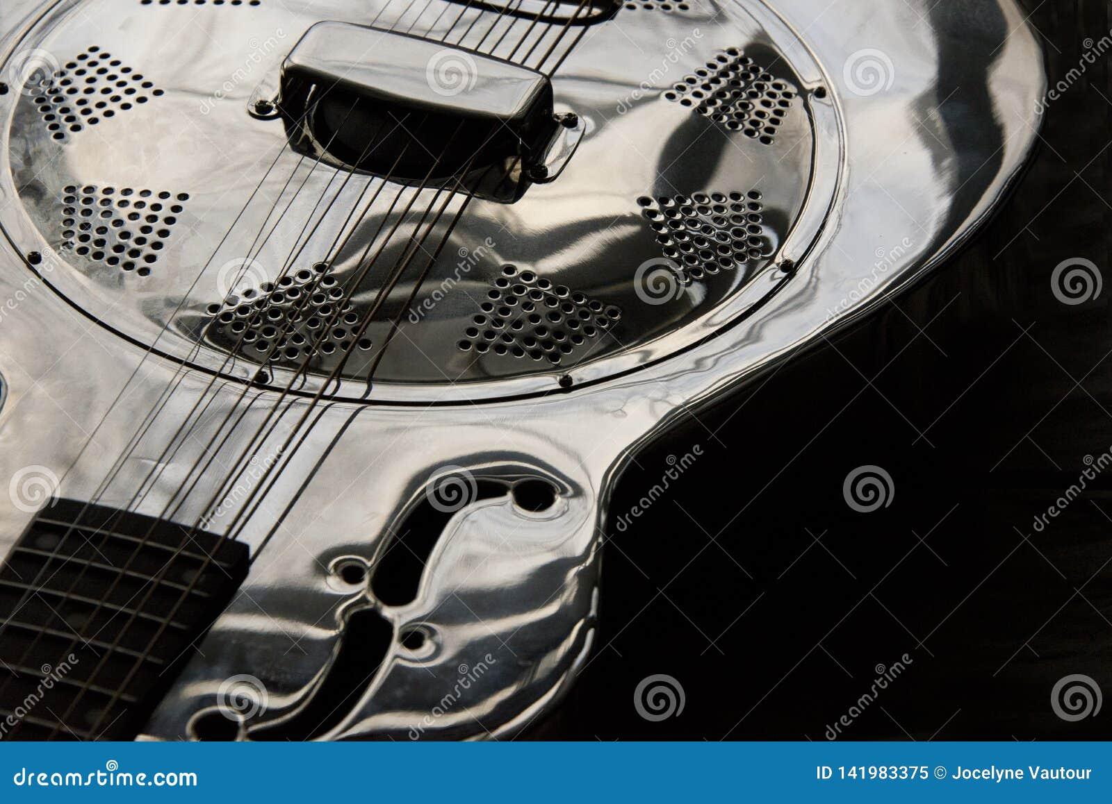 Fermez-vous de la guitare de dobro