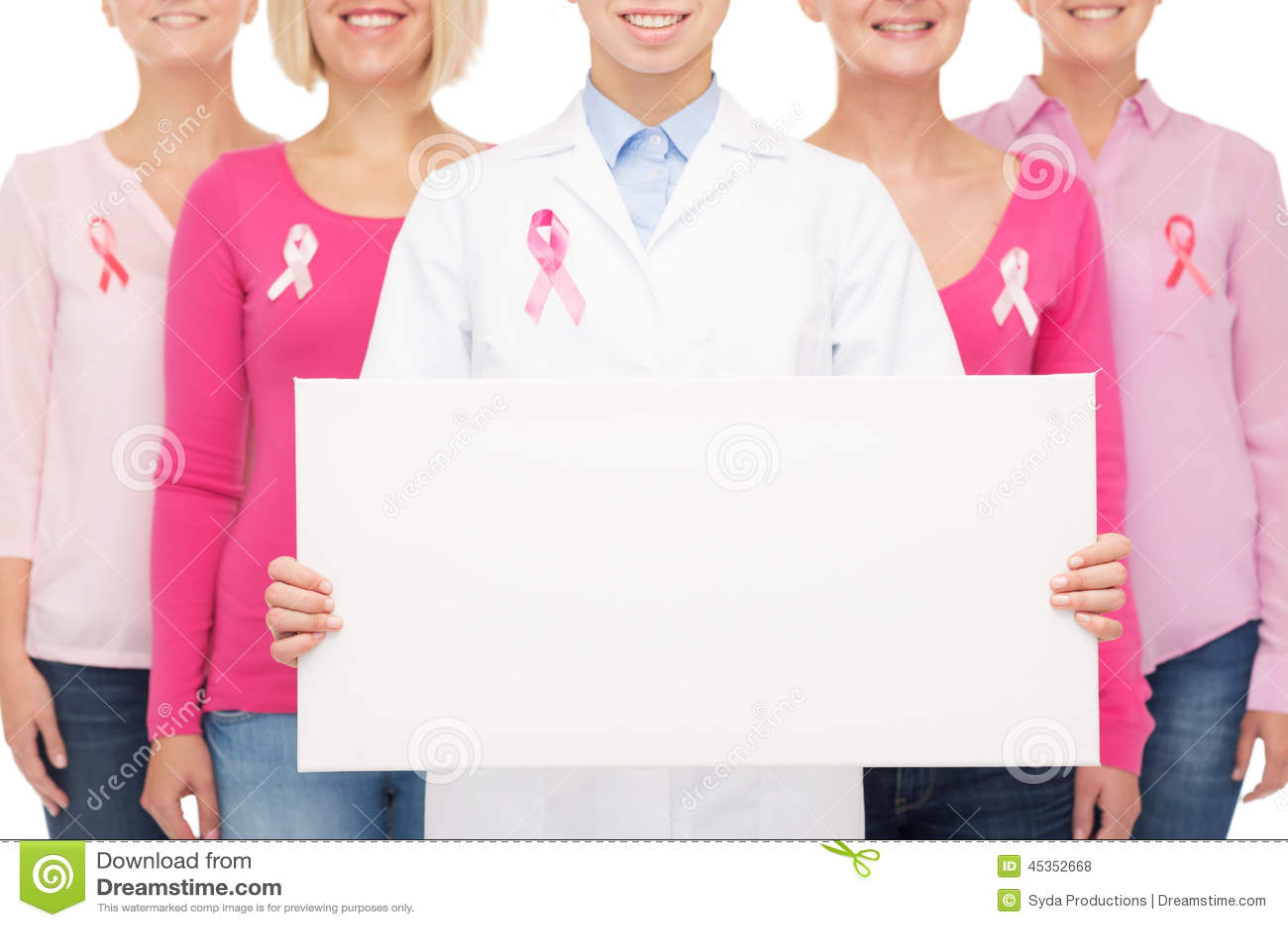 Fermez-vous des femmes avec des rubans de conscience de cancer