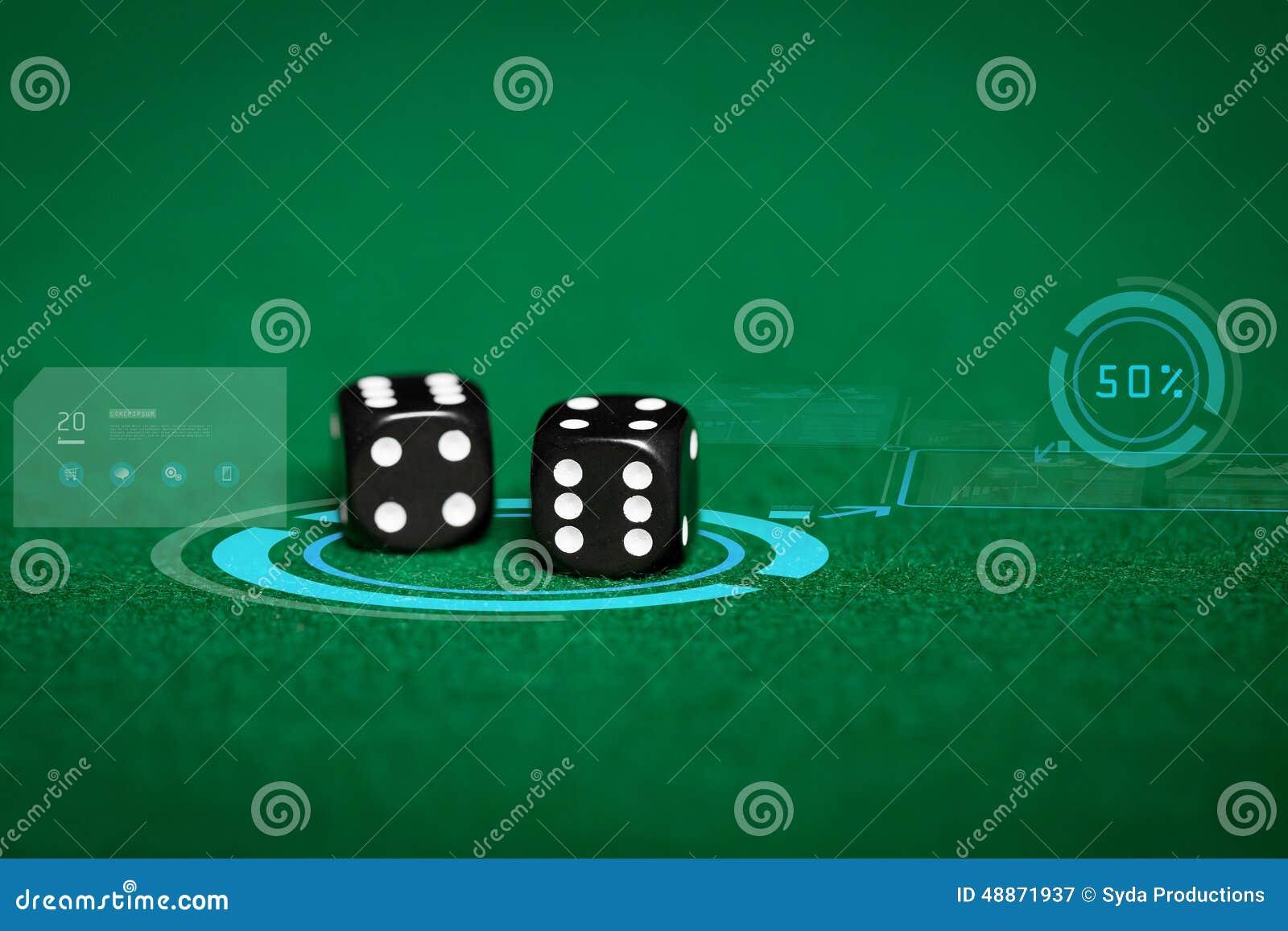 Fermez-vous des matrices noires sur la table verte de casino