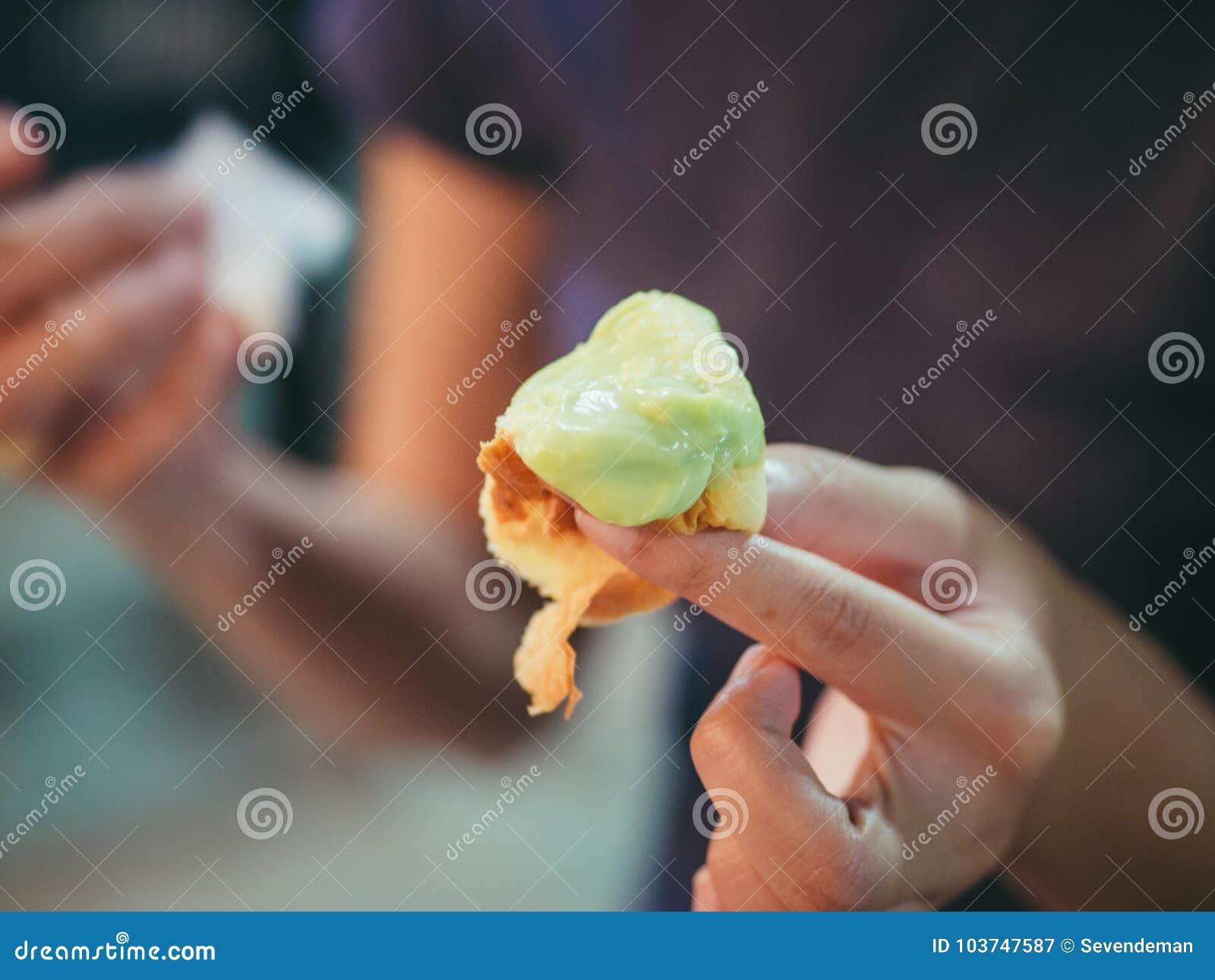 Fermez-vous des petits pains doux bourrés crémeux