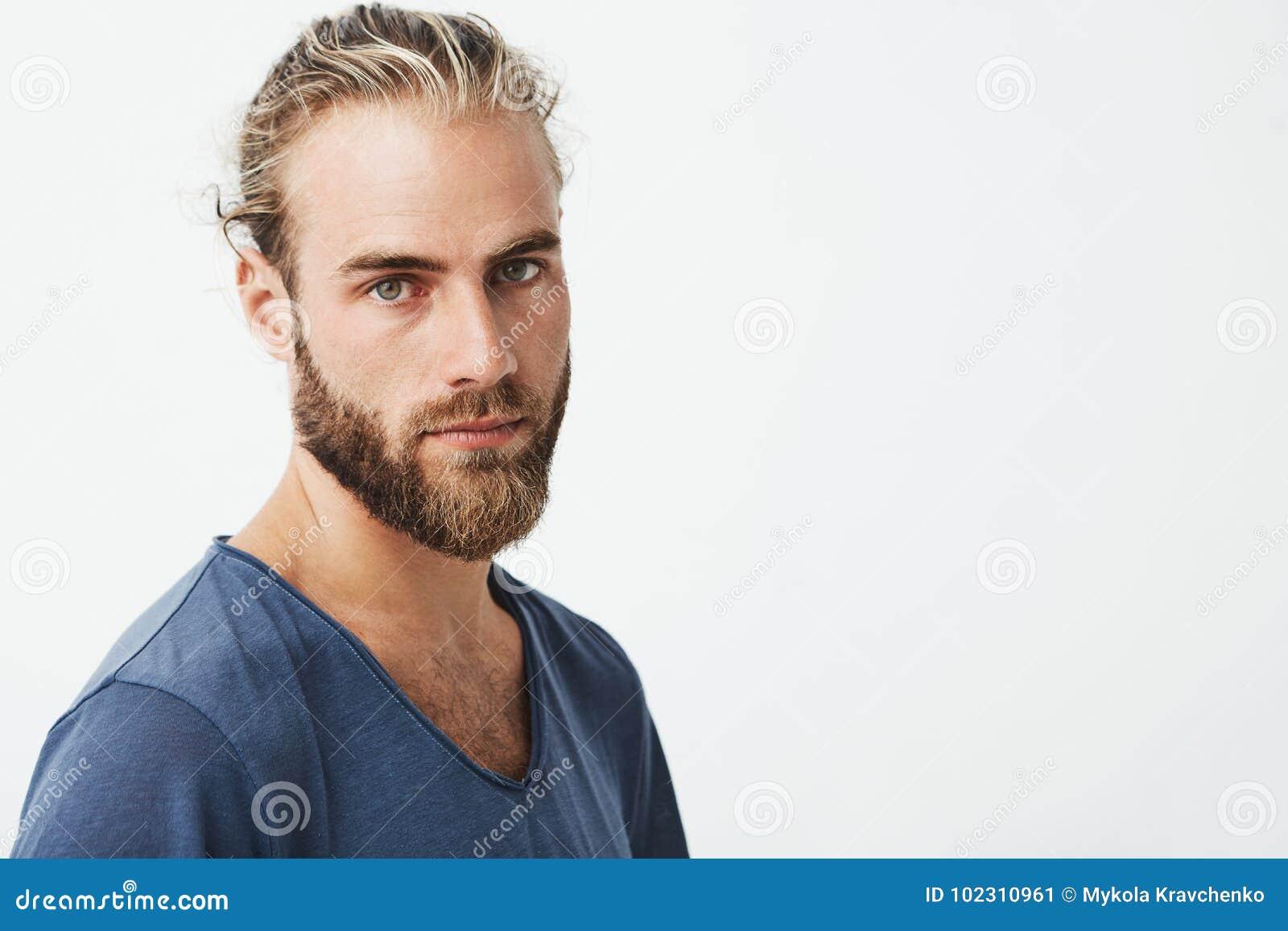 Fermez Vous Du Bel Homme Suedois Avec La Coiffure Elegante Et De La