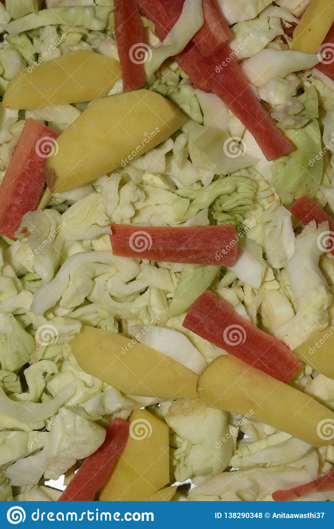 Fermez-vous du mélange des légumes crus