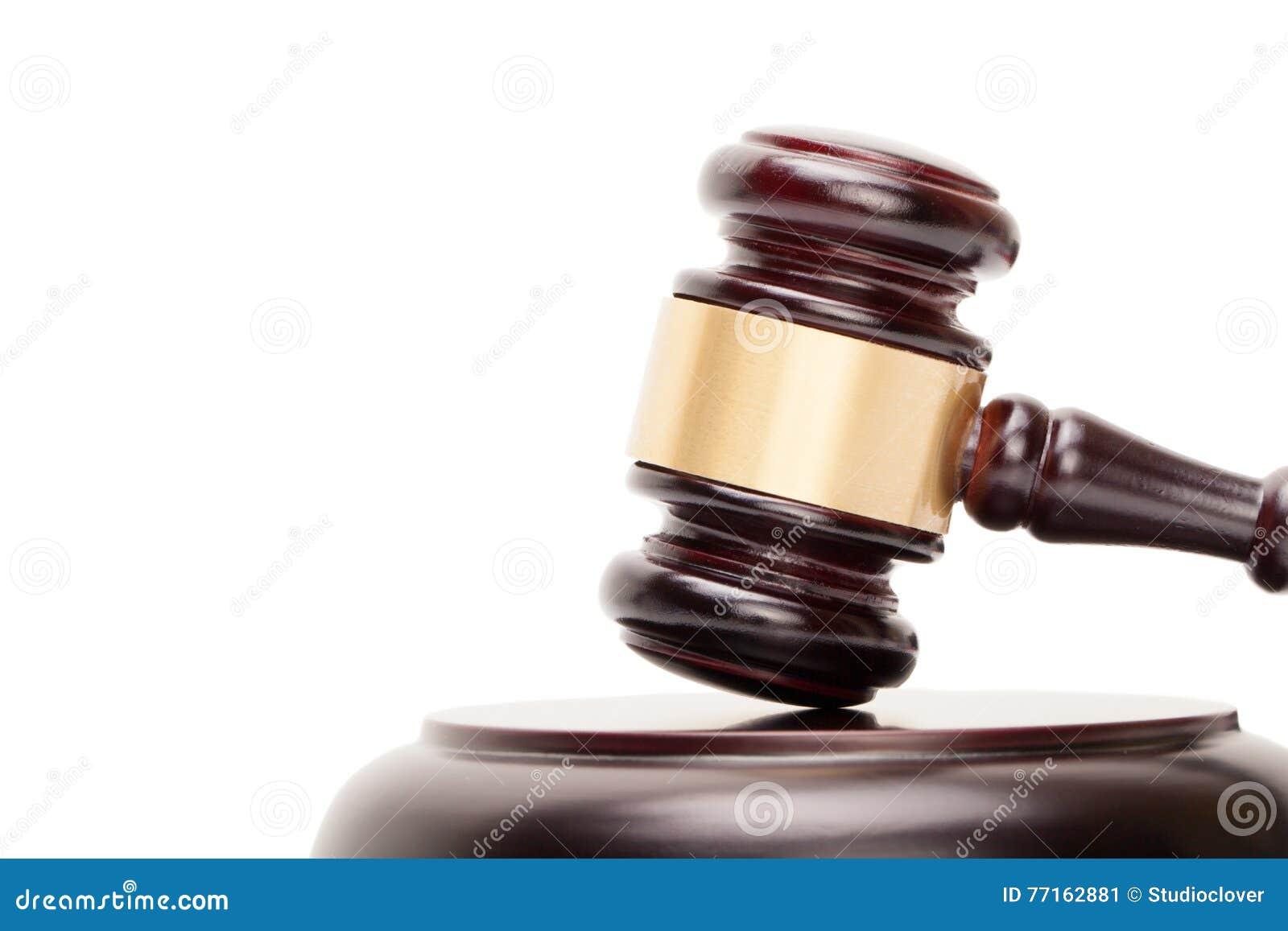 Fermez-vous du marteau et de l abat-voix en bois de juge sur le blanc