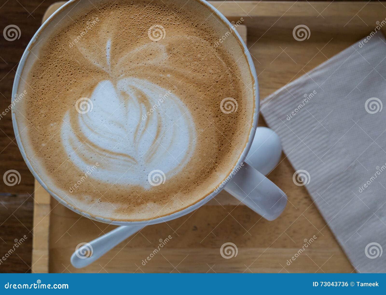 Fermez-vous vers le haut de l art de latte de café