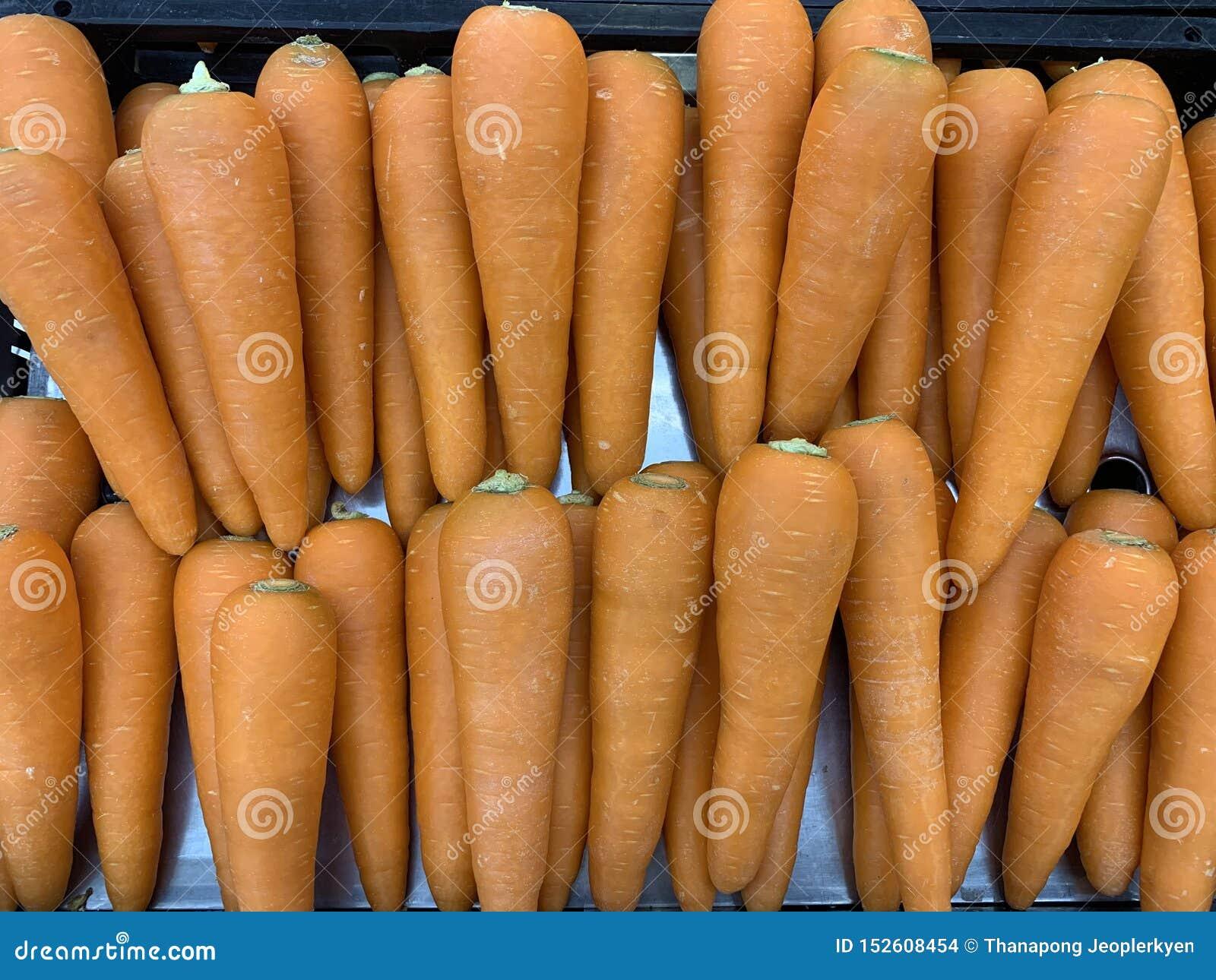 Fermez-vous vers le haut de la carotte organique pour le fond de nourriture