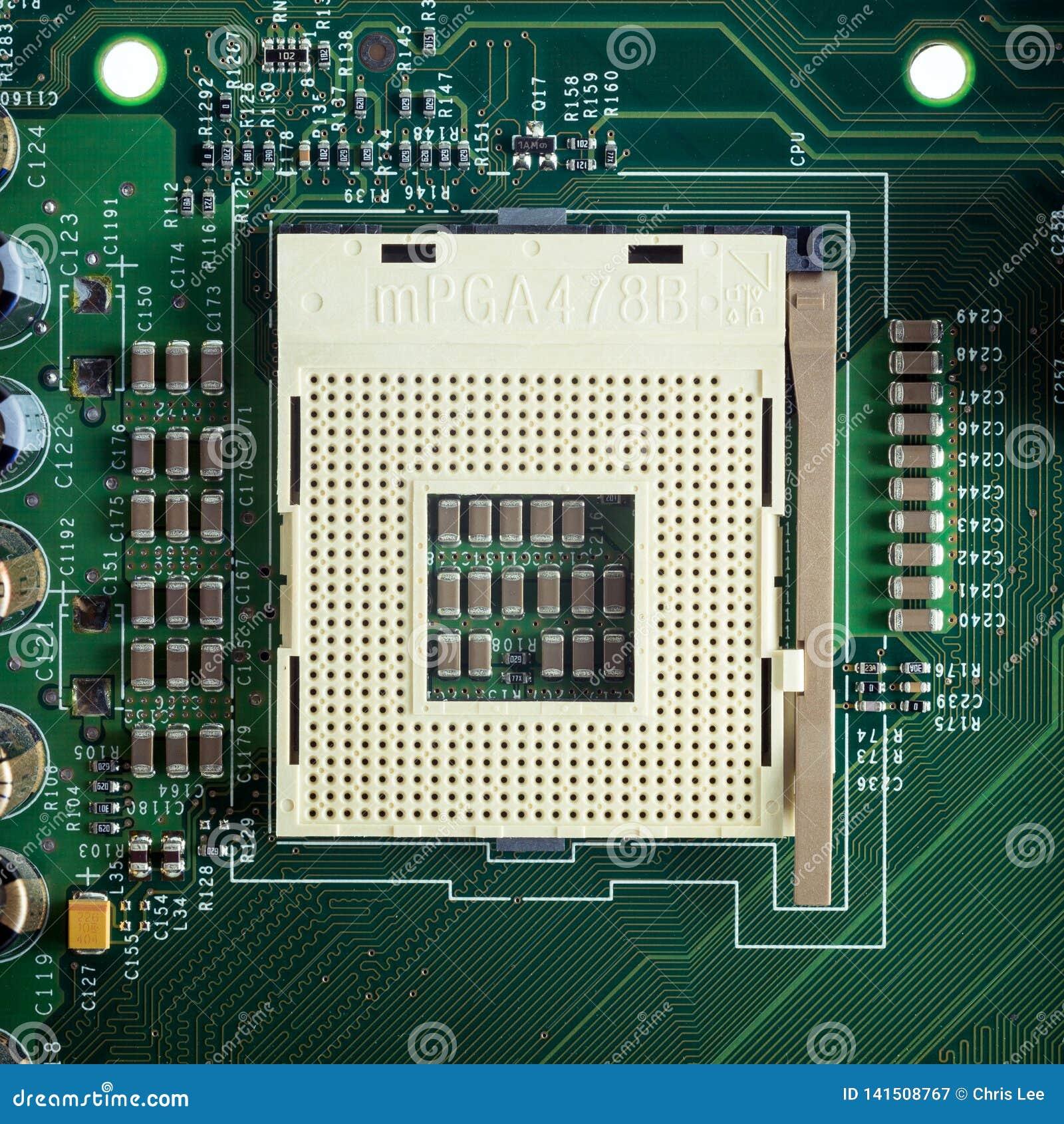 Fermez-vous vers le haut - de la prise d unité centrale de traitement sur une carte mère d ordinateur