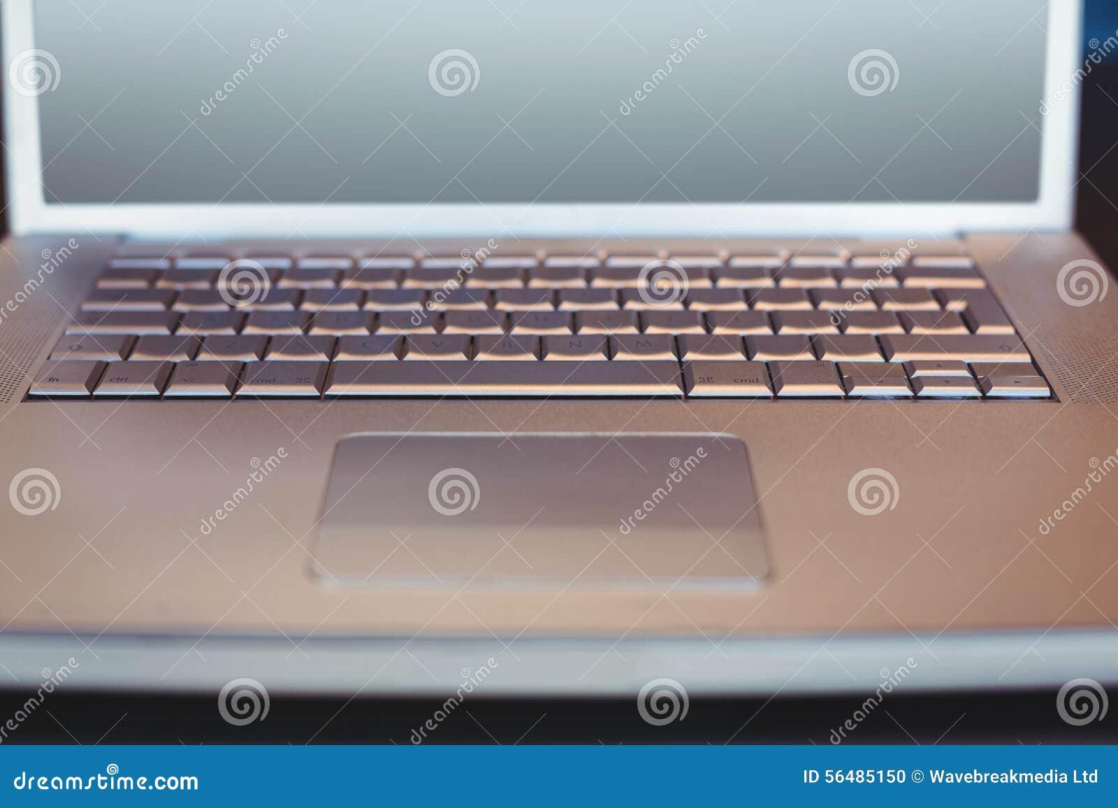 Fermez-vous vers le haut de la vue d un ordinateur portable