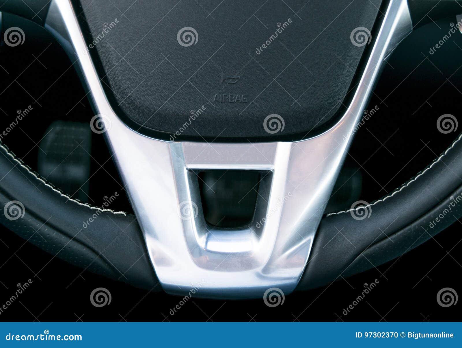 Fermez-vous vers le haut de la vue du volant, conception intérieure de voiture en cuir noire, détails