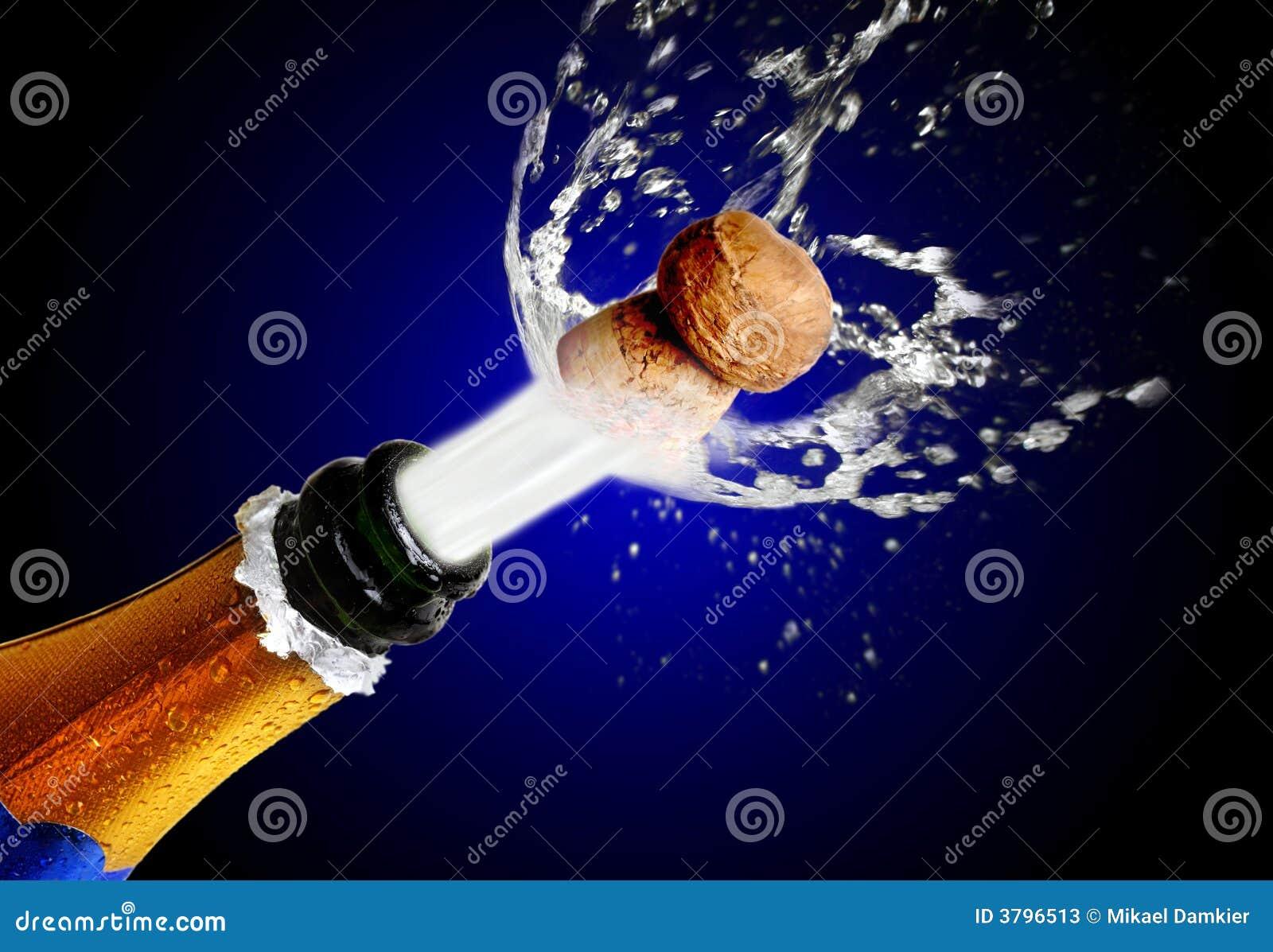 Fermez-vous vers le haut de sauter de liège de champagne