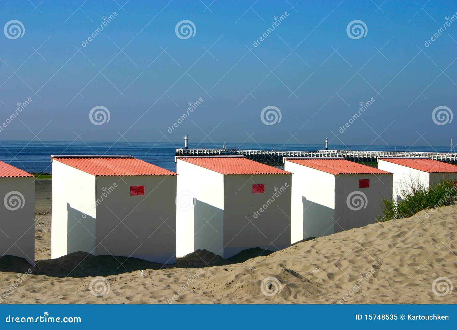 Fermez vous vers le haut des cabines de plage avec le for Plan cabine de plage en bois